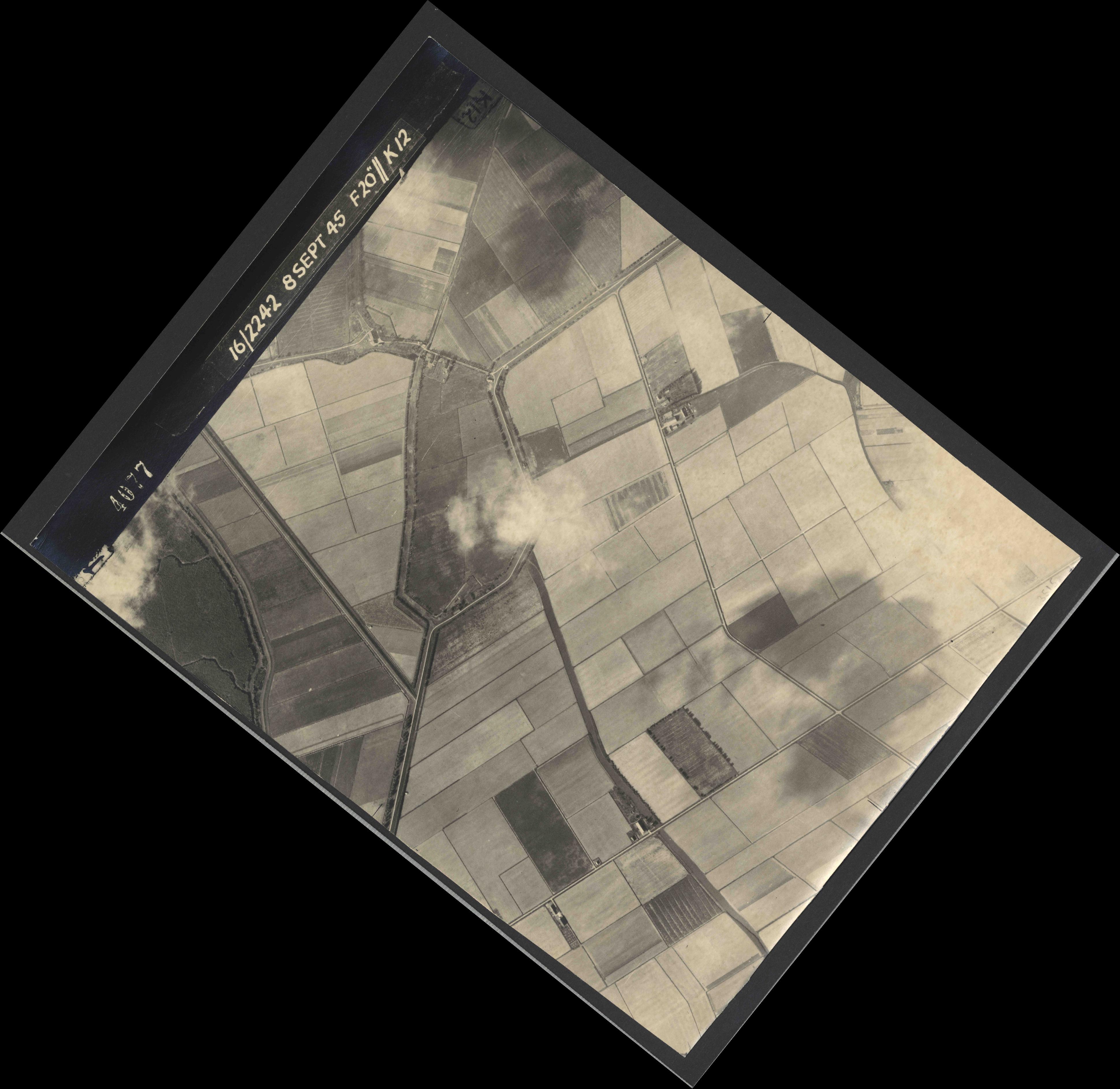 Collection RAF aerial photos 1940-1945 - flight 036, run 10, photo 4077