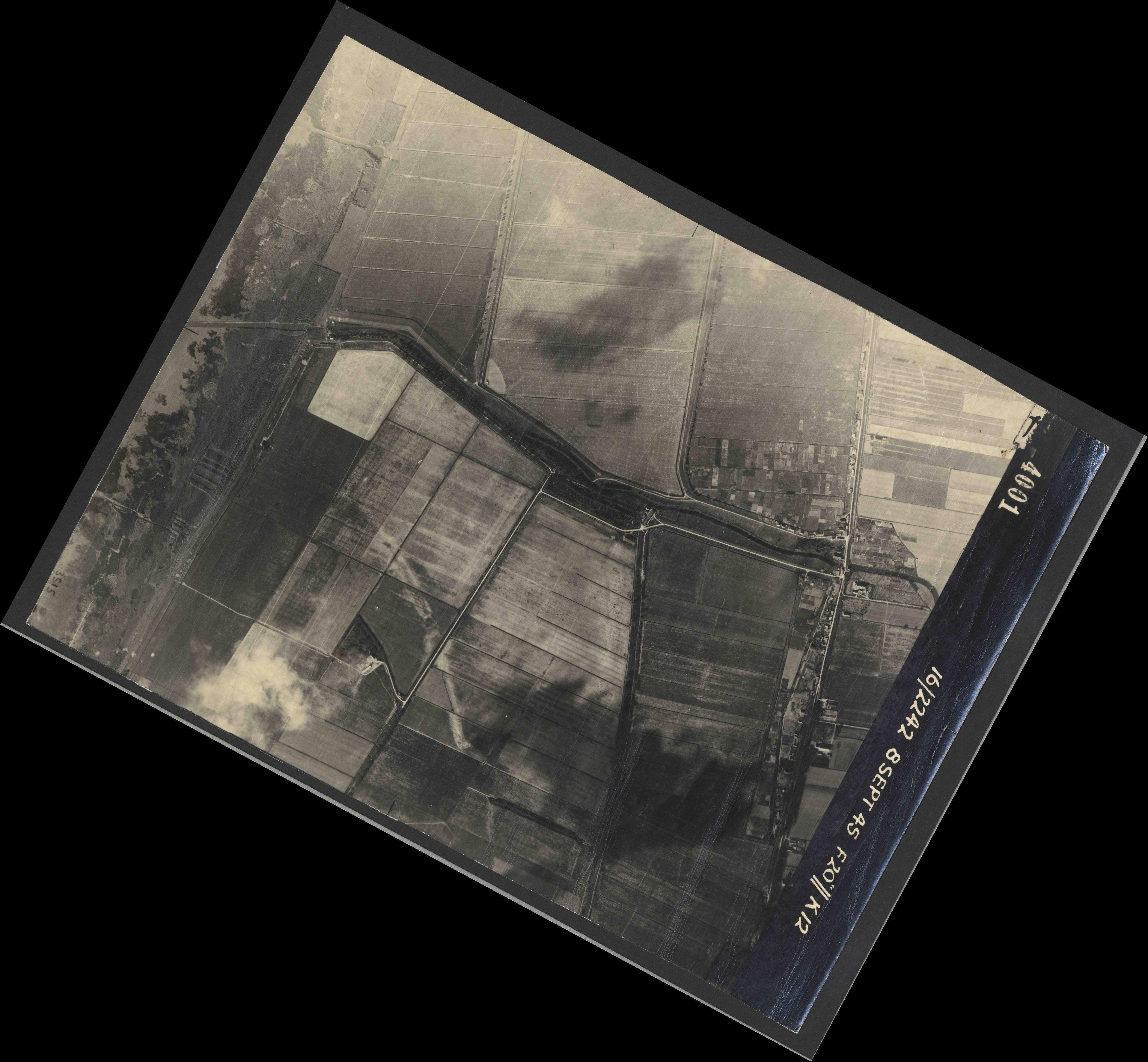 Collection RAF aerial photos 1940-1945 - flight 036, run 11, photo 4001