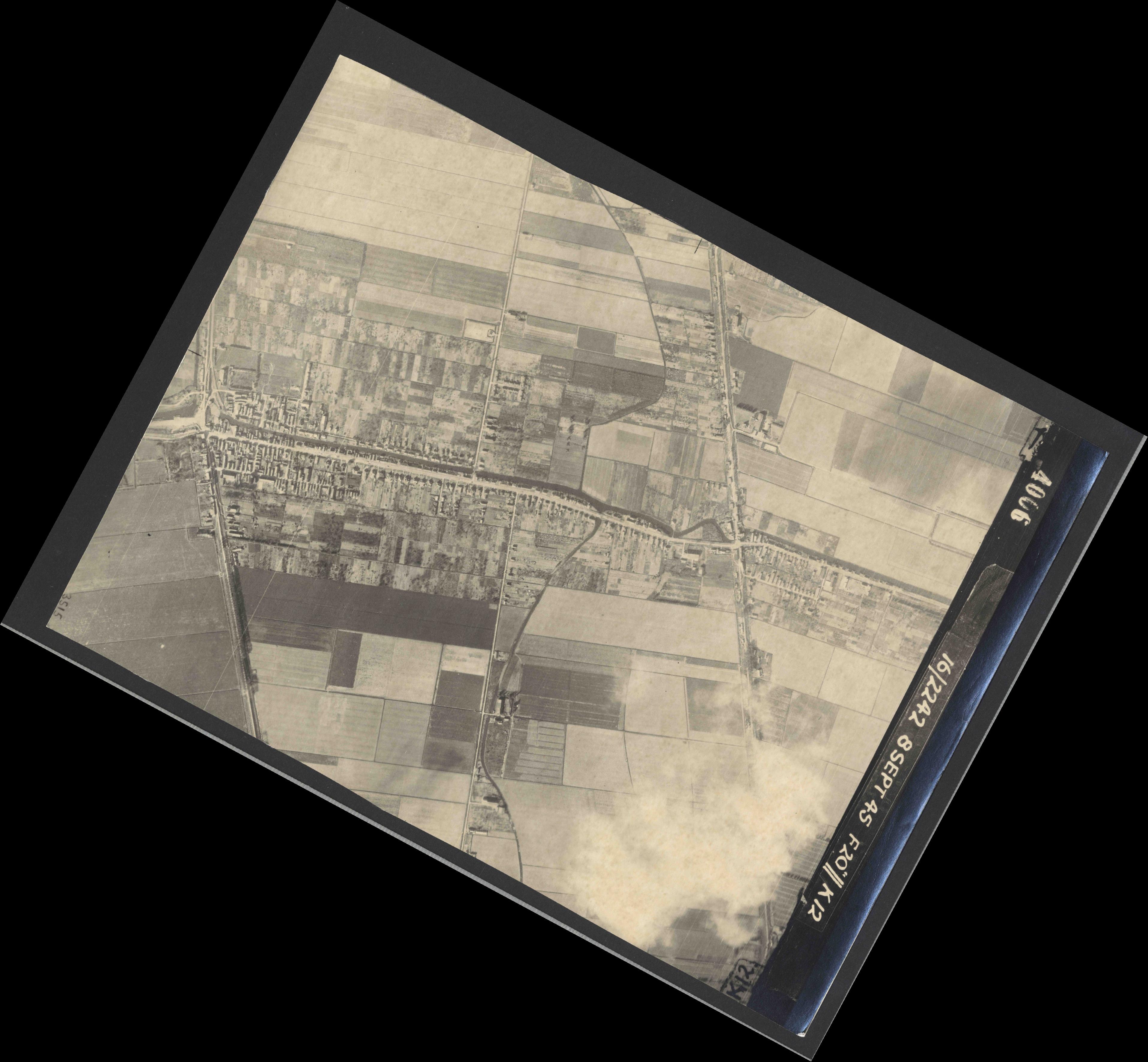 Collection RAF aerial photos 1940-1945 - flight 036, run 11, photo 4006