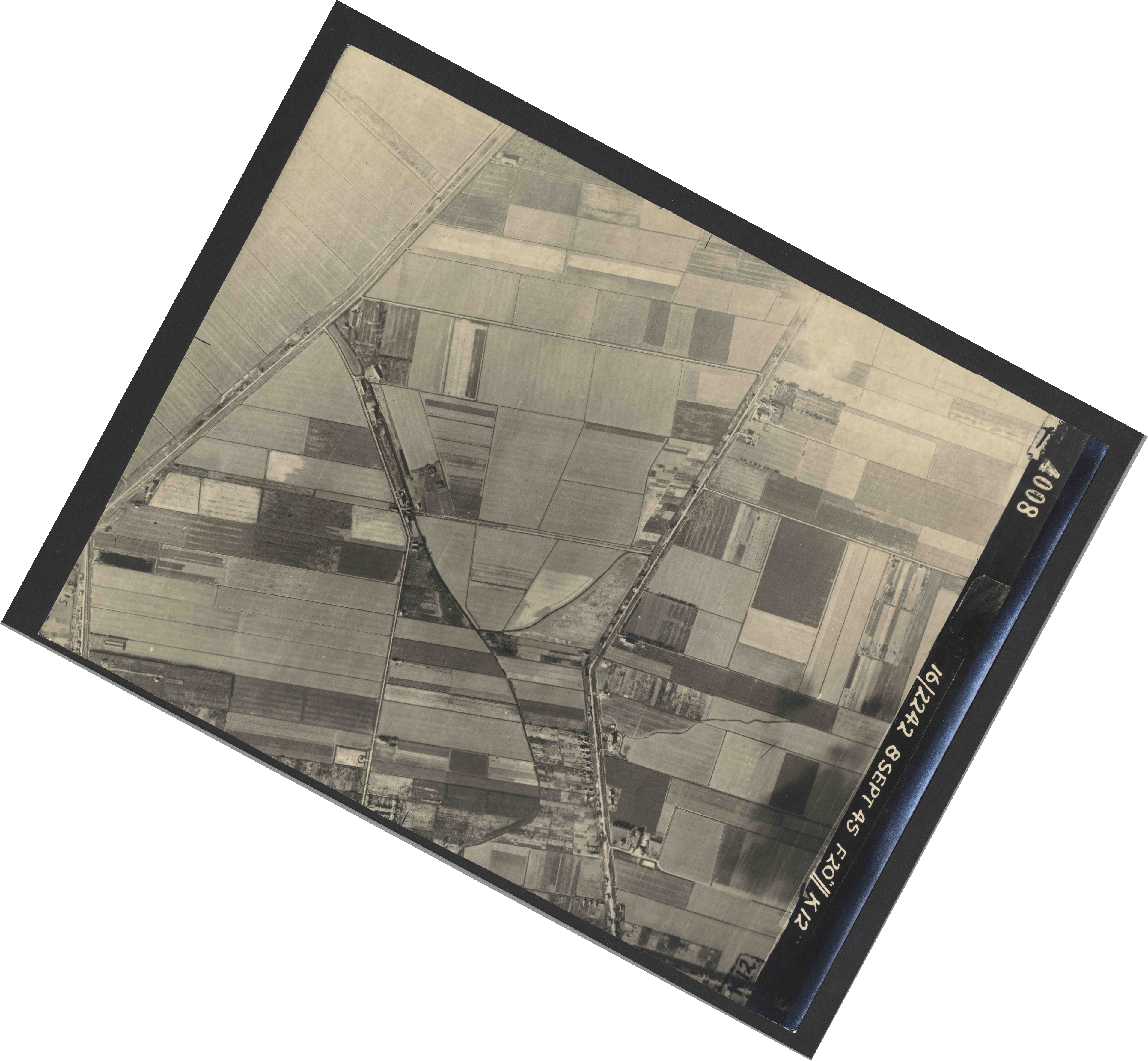 Collection RAF aerial photos 1940-1945 - flight 036, run 11, photo 4008