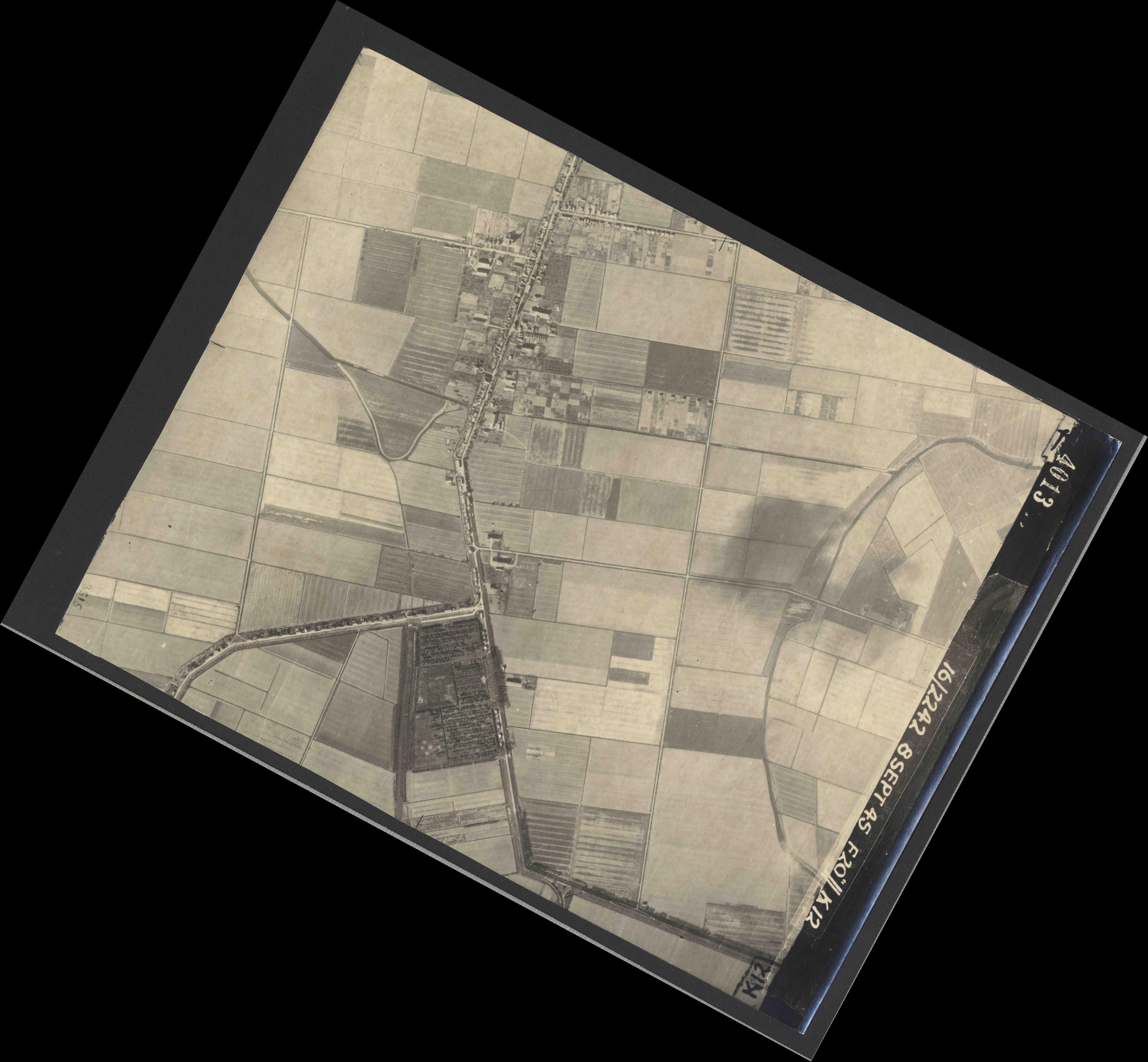 Collection RAF aerial photos 1940-1945 - flight 036, run 11, photo 4013
