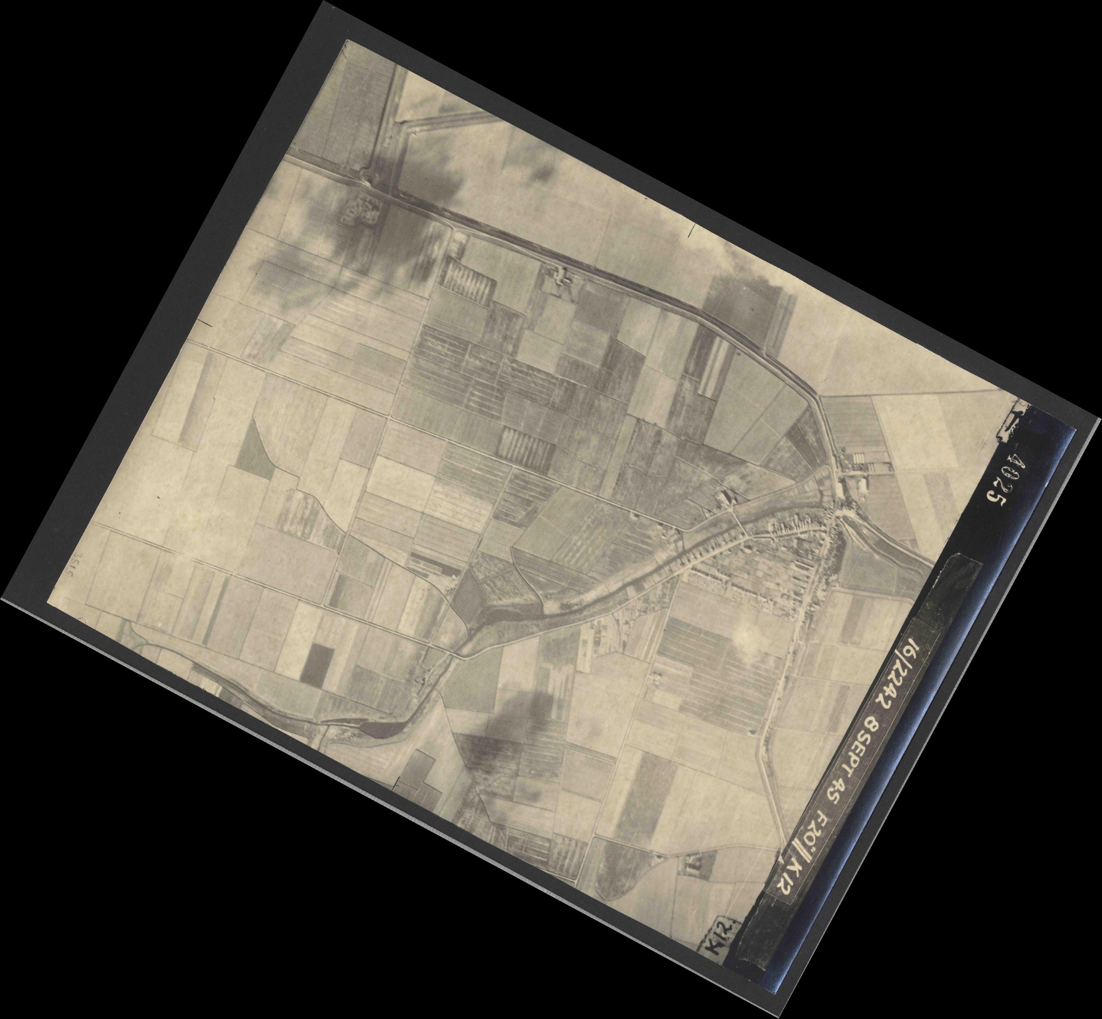 Collection RAF aerial photos 1940-1945 - flight 036, run 11, photo 4025