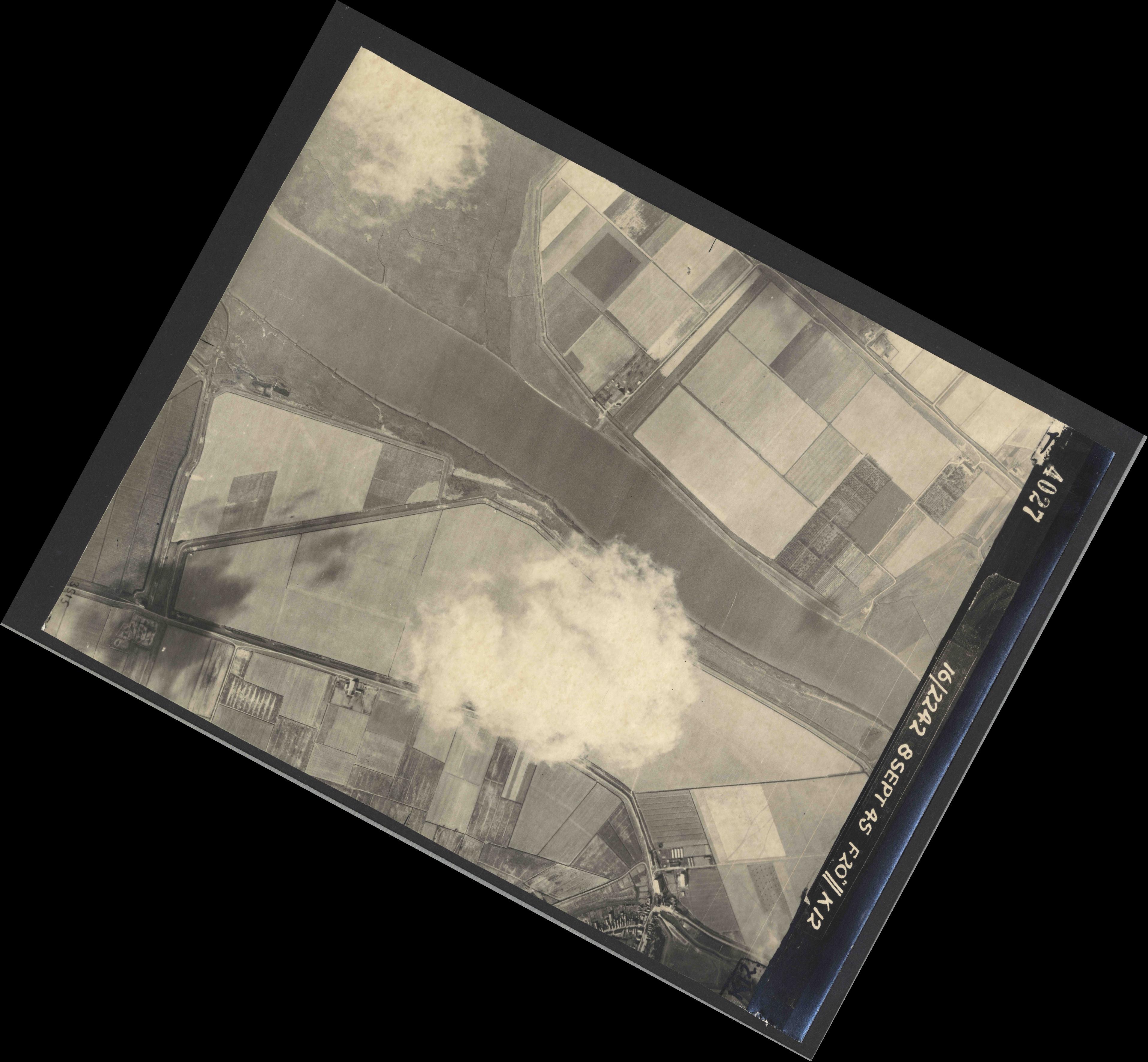 Collection RAF aerial photos 1940-1945 - flight 036, run 11, photo 4027
