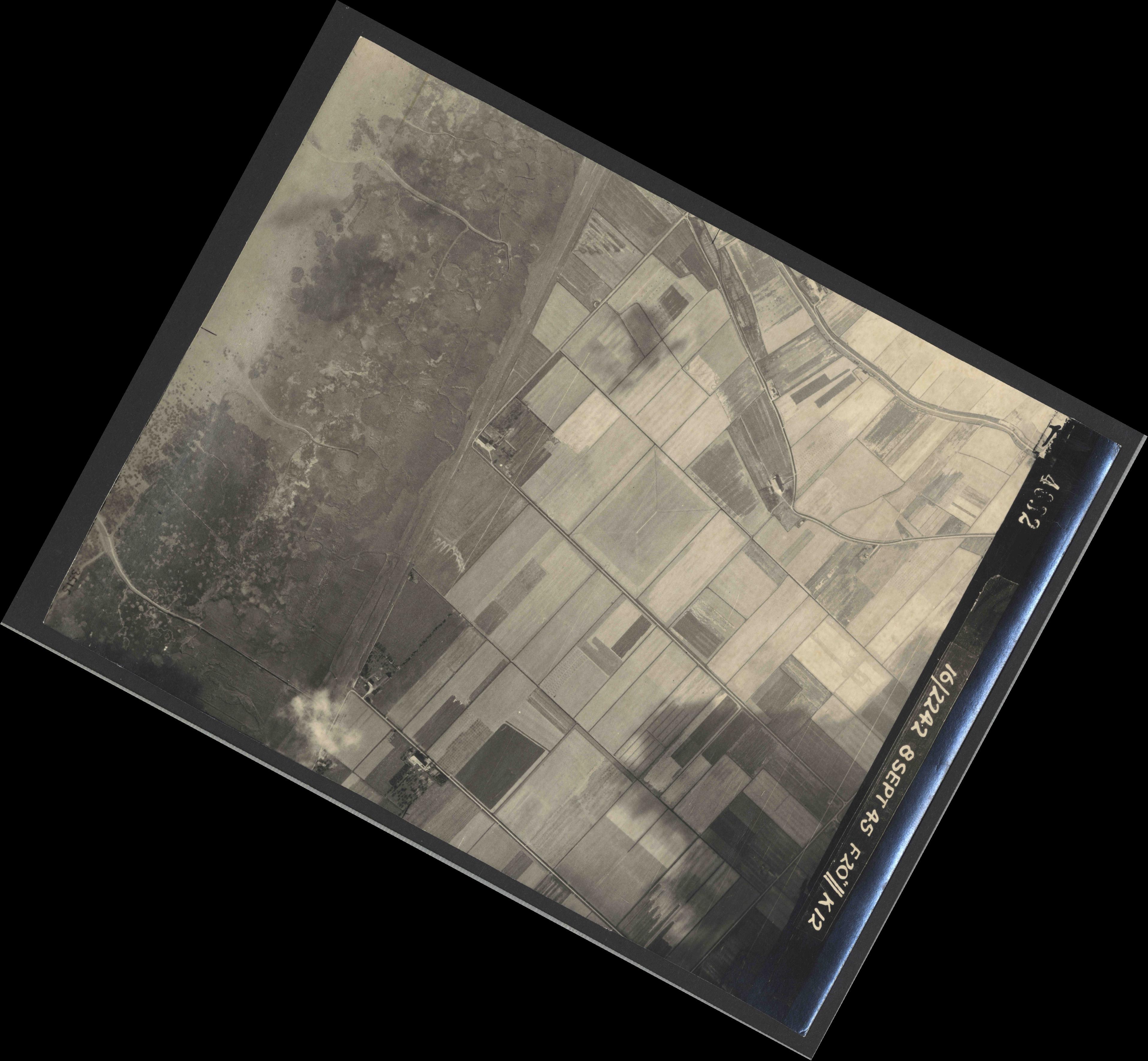 Collection RAF aerial photos 1940-1945 - flight 036, run 11, photo 4032