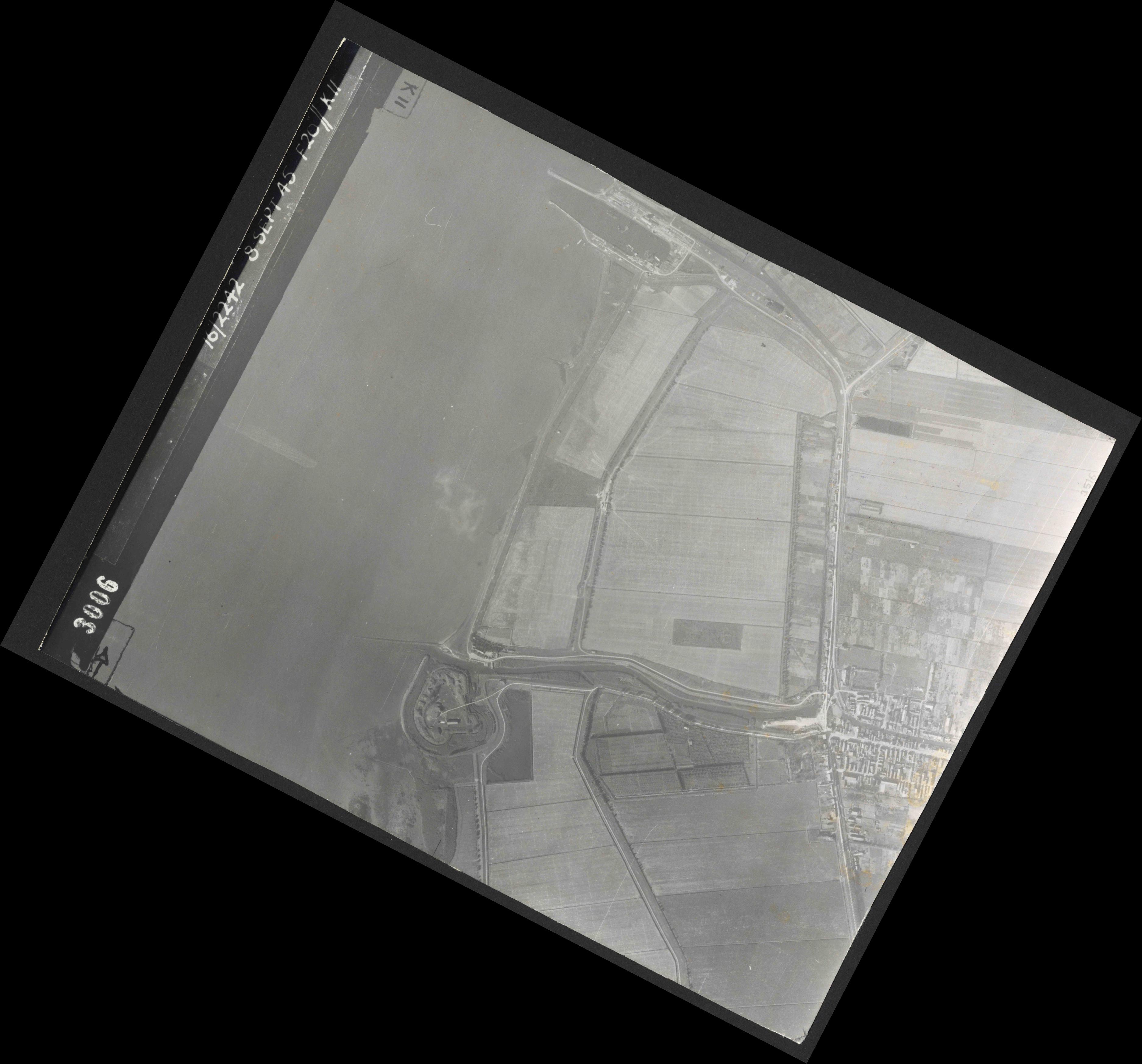 Collection RAF aerial photos 1940-1945 - flight 036, run 12, photo 3006