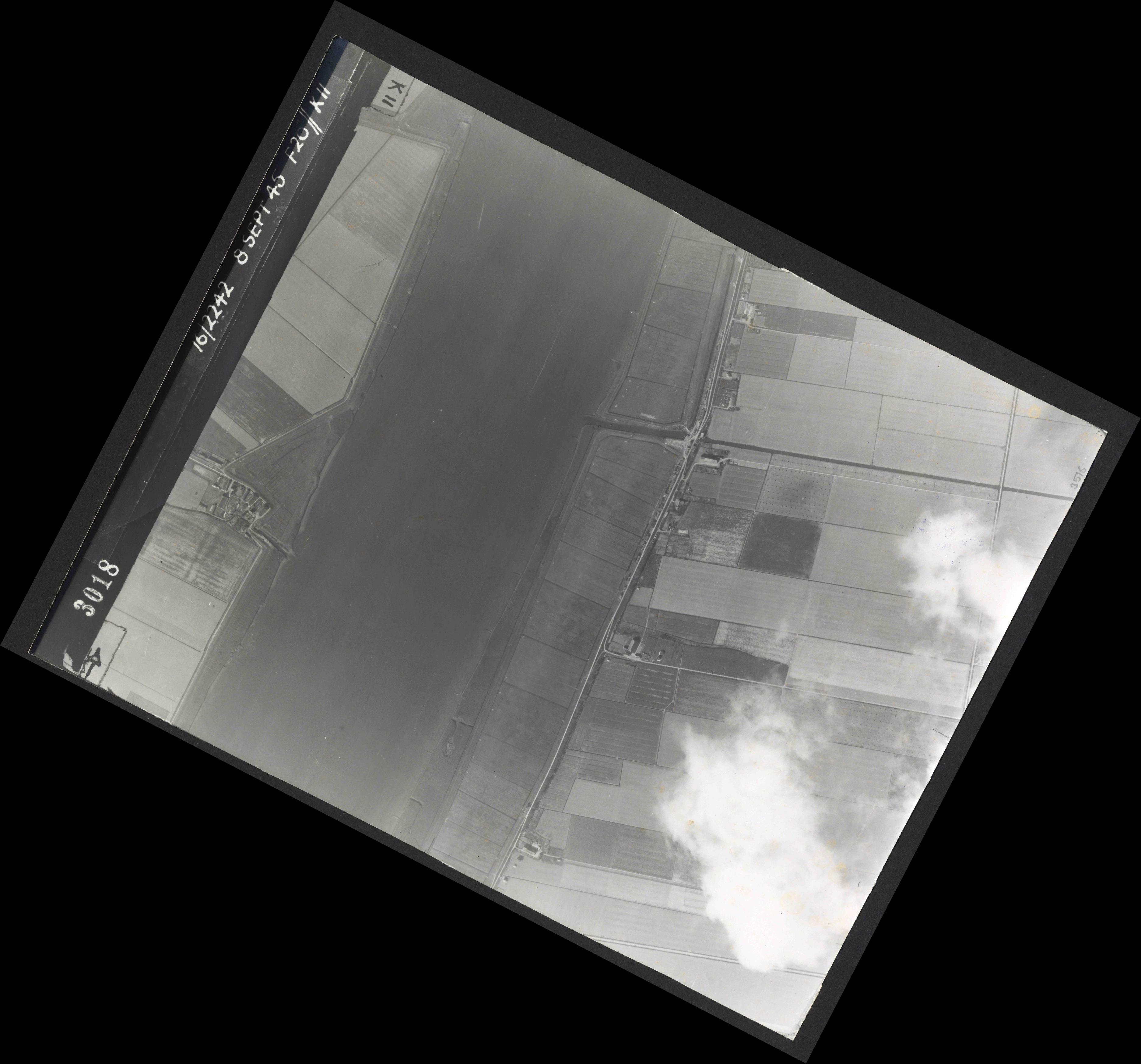 Collection RAF aerial photos 1940-1945 - flight 036, run 12, photo 3018