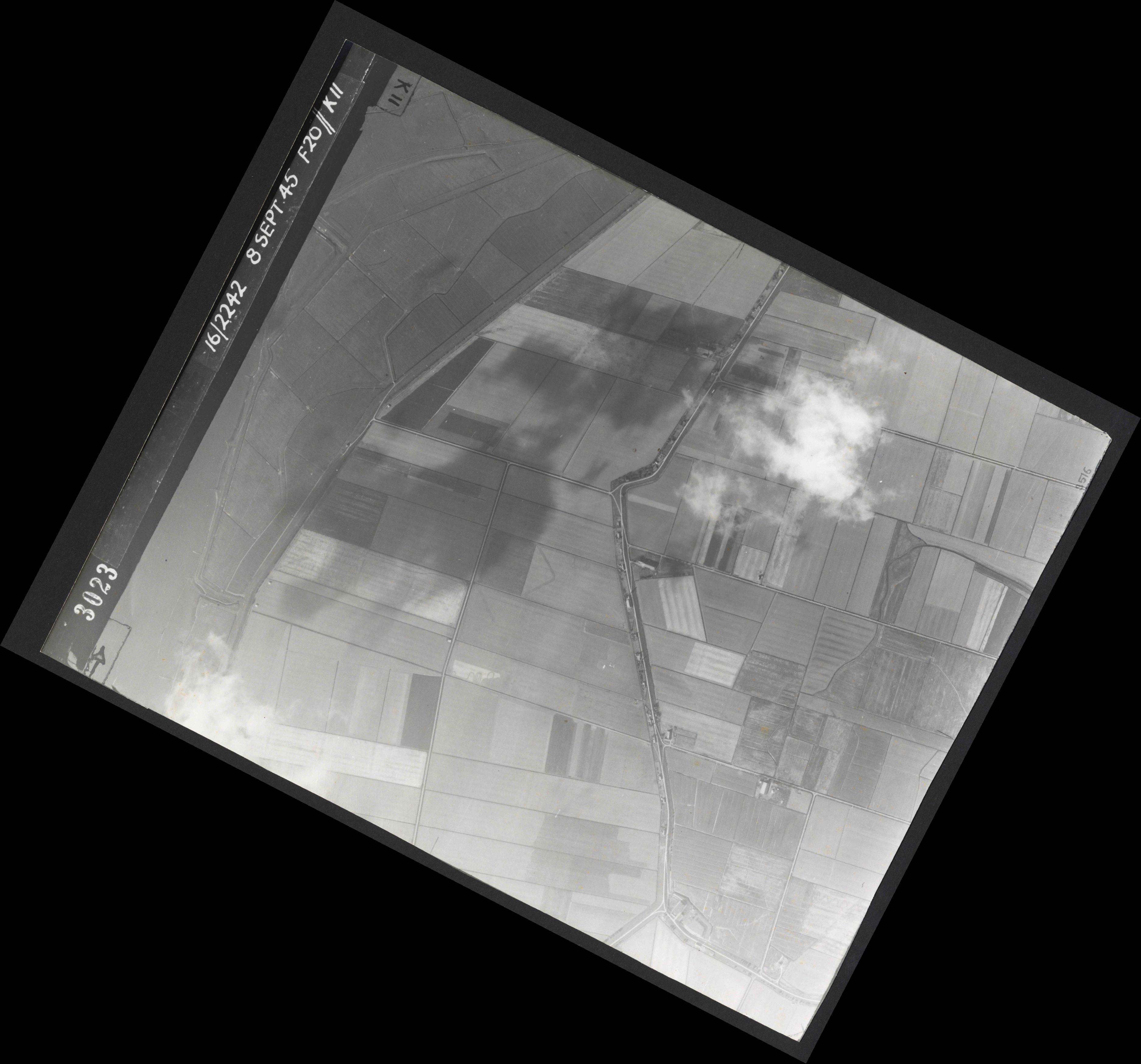 Collection RAF aerial photos 1940-1945 - flight 036, run 12, photo 3023