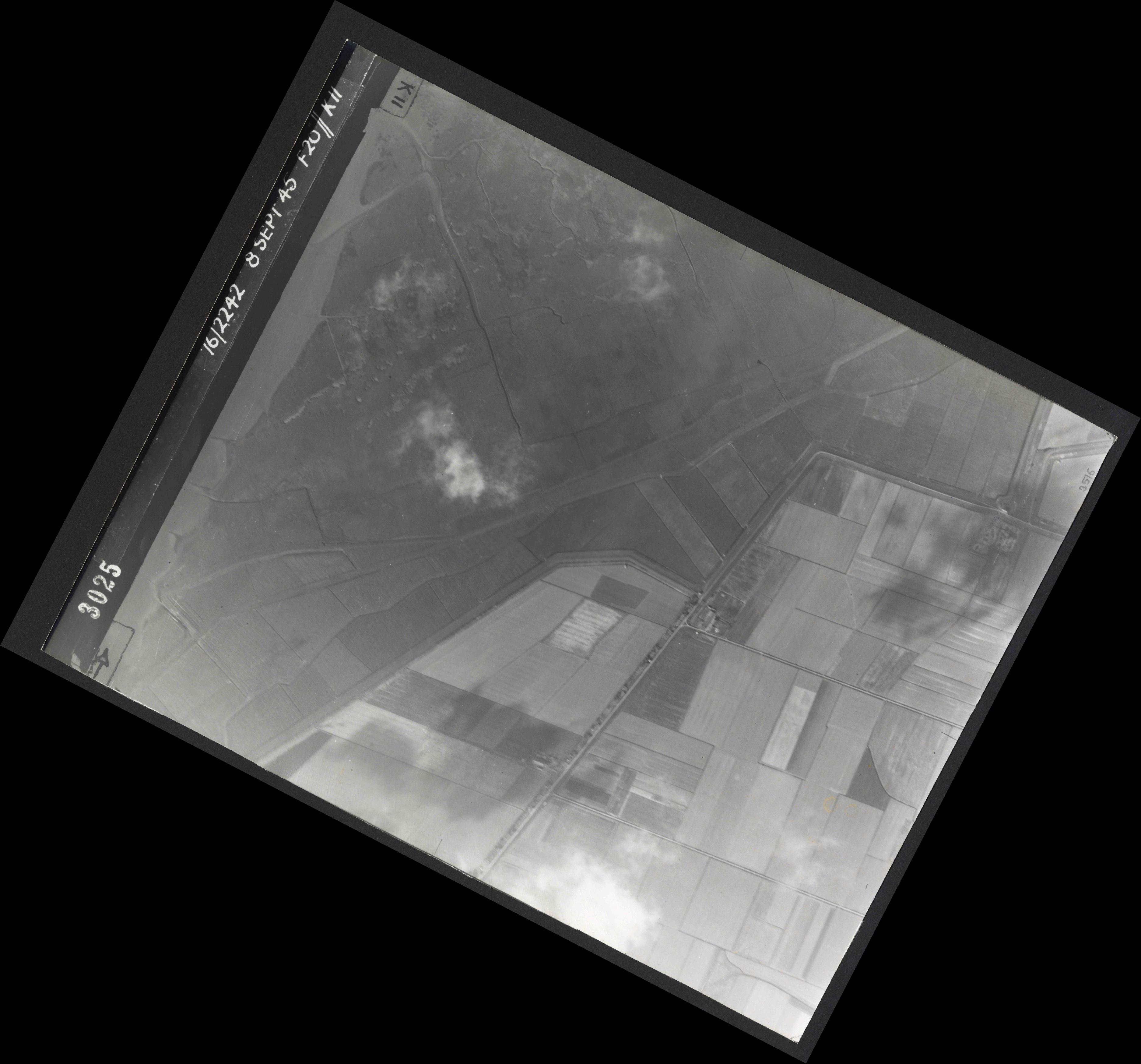 Collection RAF aerial photos 1940-1945 - flight 036, run 12, photo 3025