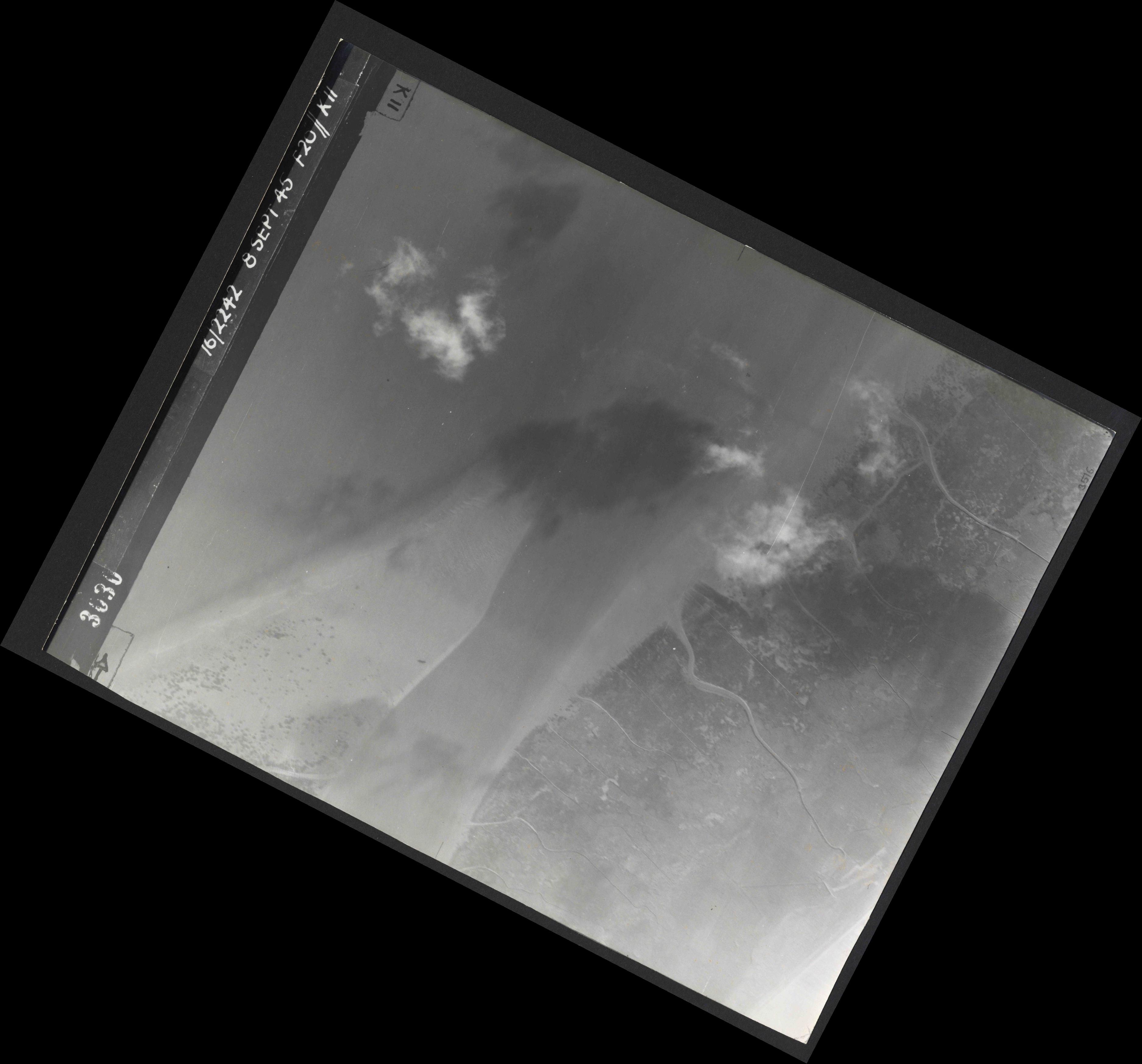 Collection RAF aerial photos 1940-1945 - flight 036, run 12, photo 3030