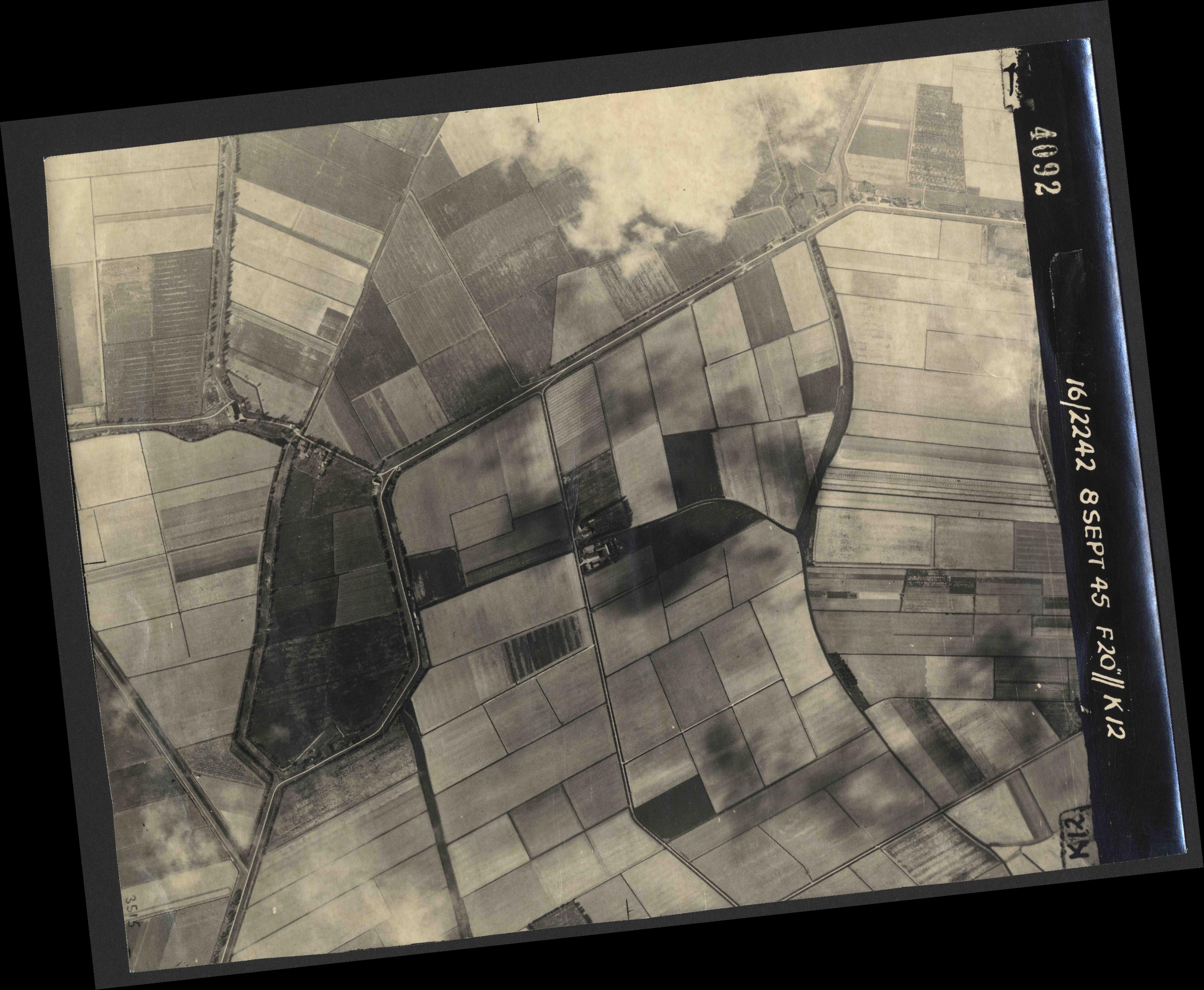 Collection RAF aerial photos 1940-1945 - flight 036, run 13, photo 4092