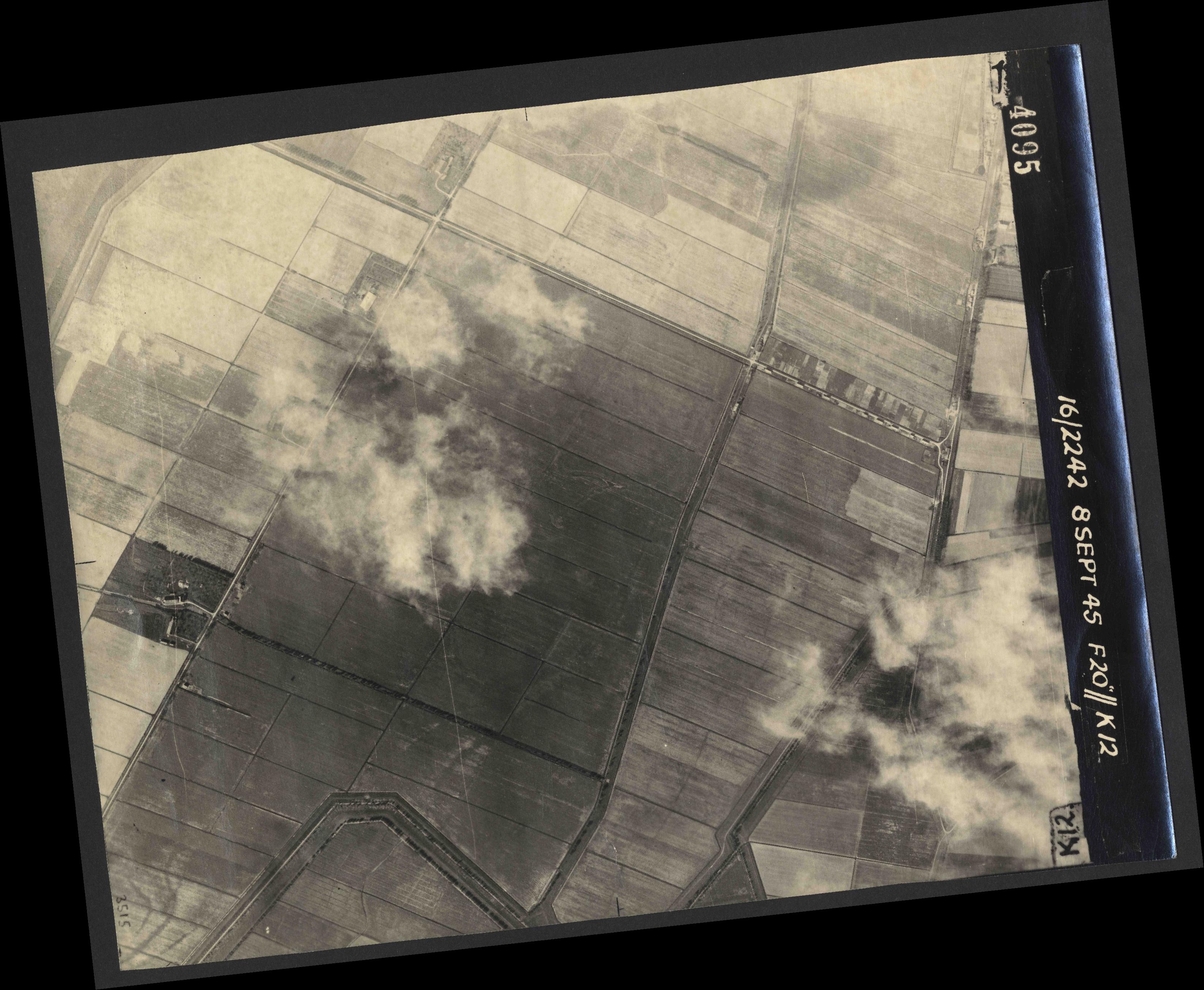 Collection RAF aerial photos 1940-1945 - flight 036, run 13, photo 4095