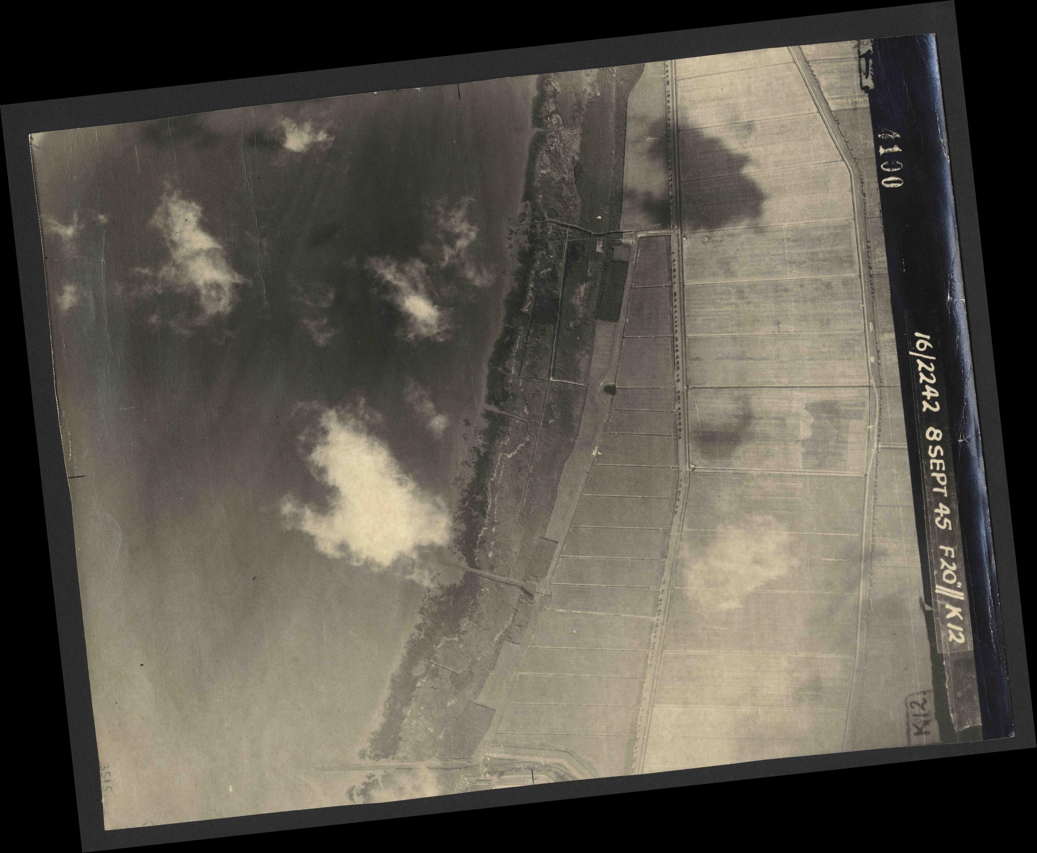 Collection RAF aerial photos 1940-1945 - flight 036, run 13, photo 4100