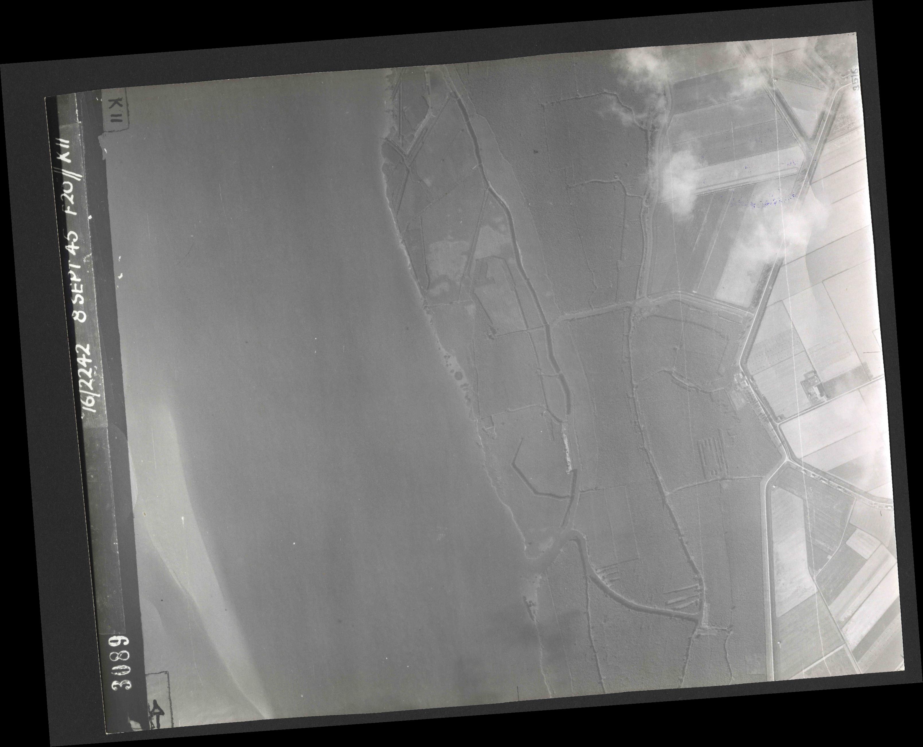 Collection RAF aerial photos 1940-1945 - flight 036, run 14, photo 3089
