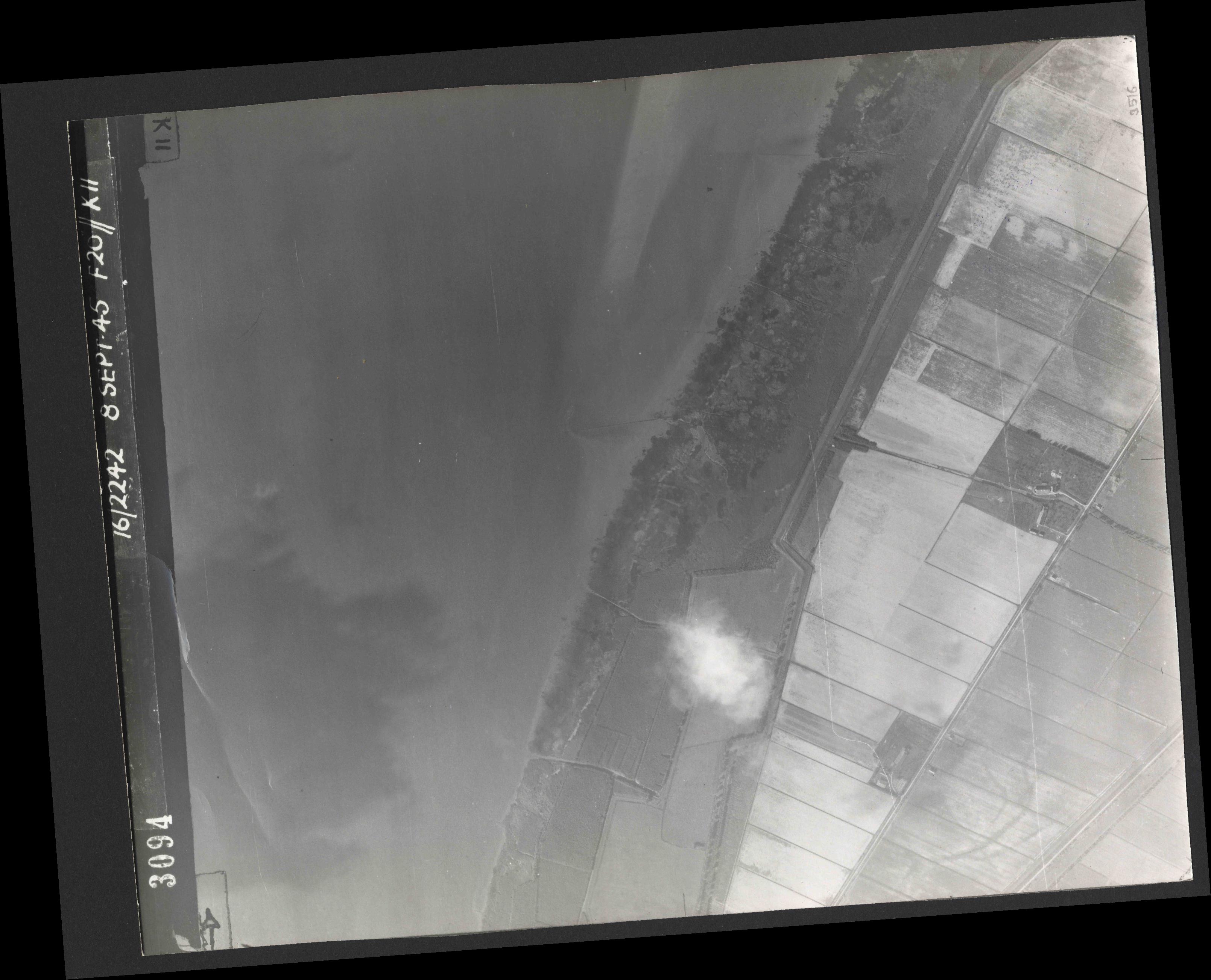 Collection RAF aerial photos 1940-1945 - flight 036, run 14, photo 3094