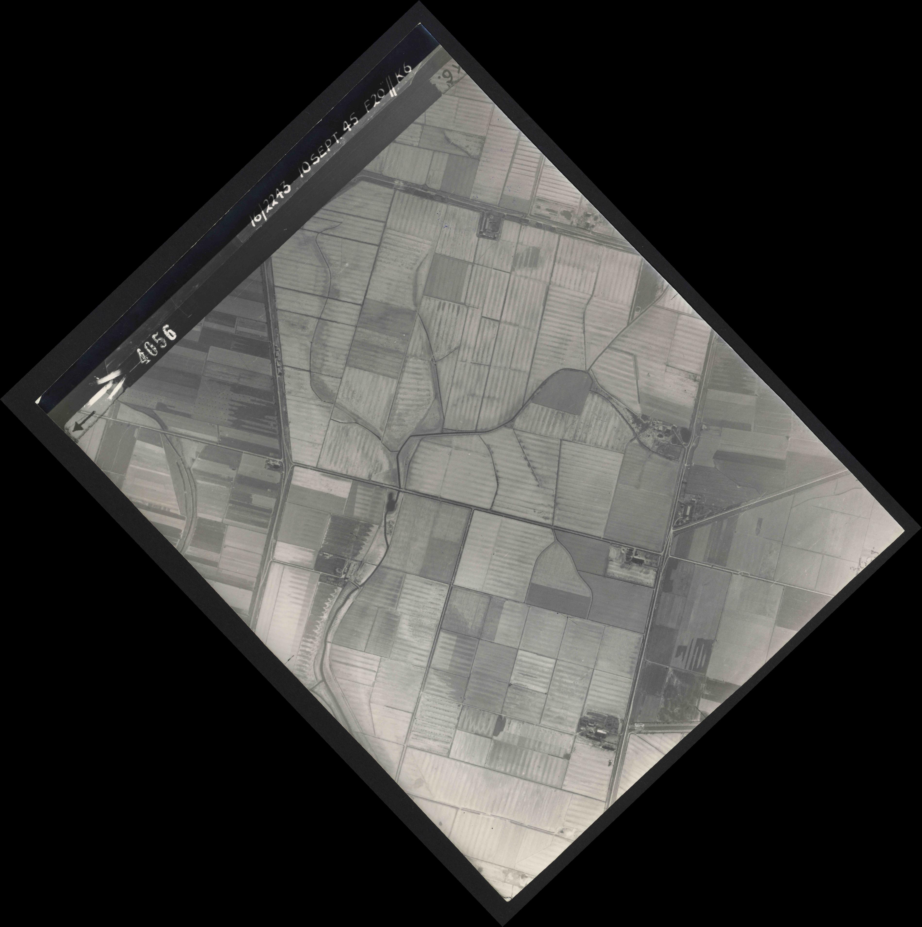 Collection RAF aerial photos 1940-1945 - flight 037, run 13, photo 4056