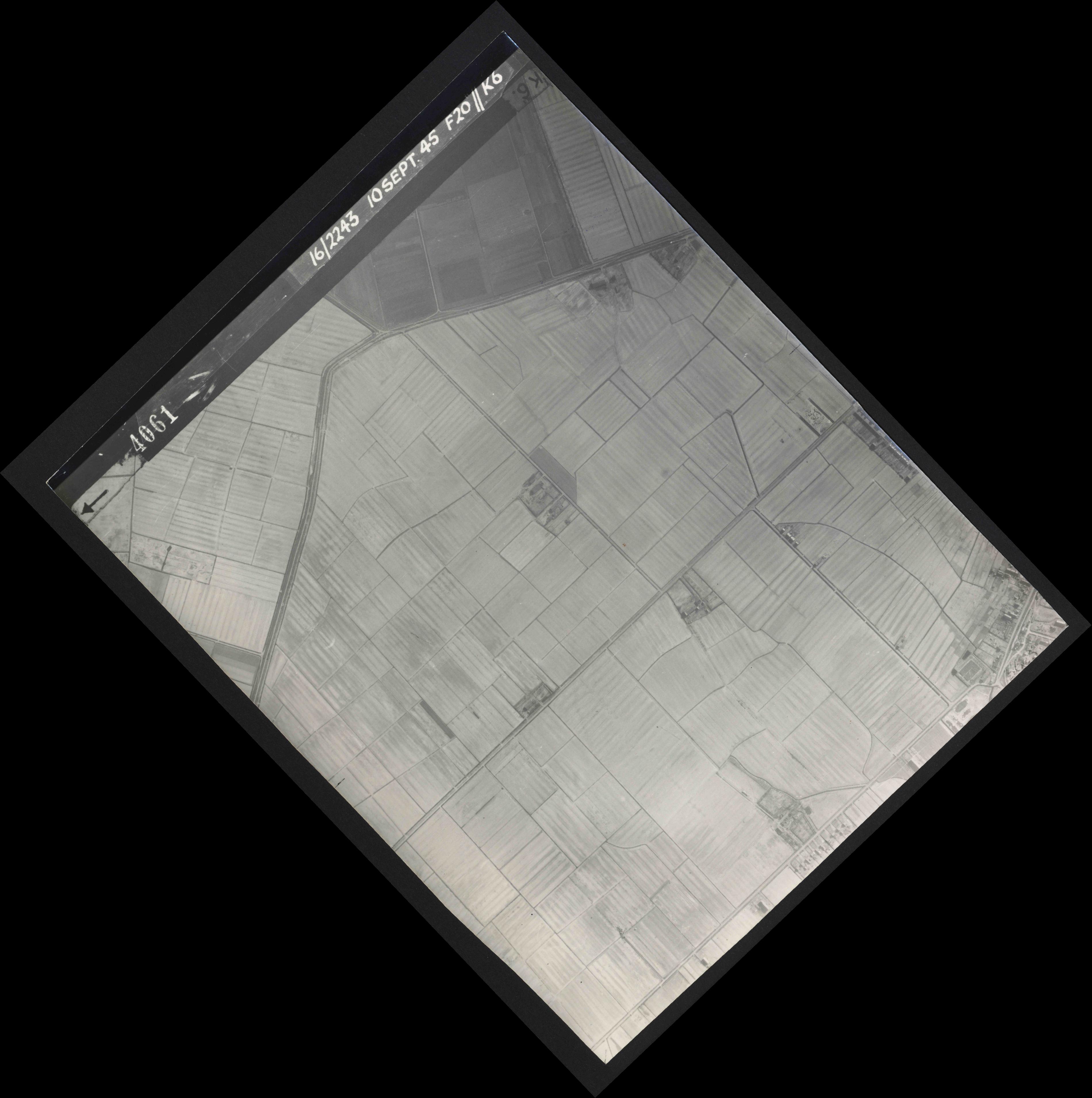 Collection RAF aerial photos 1940-1945 - flight 037, run 13, photo 4061