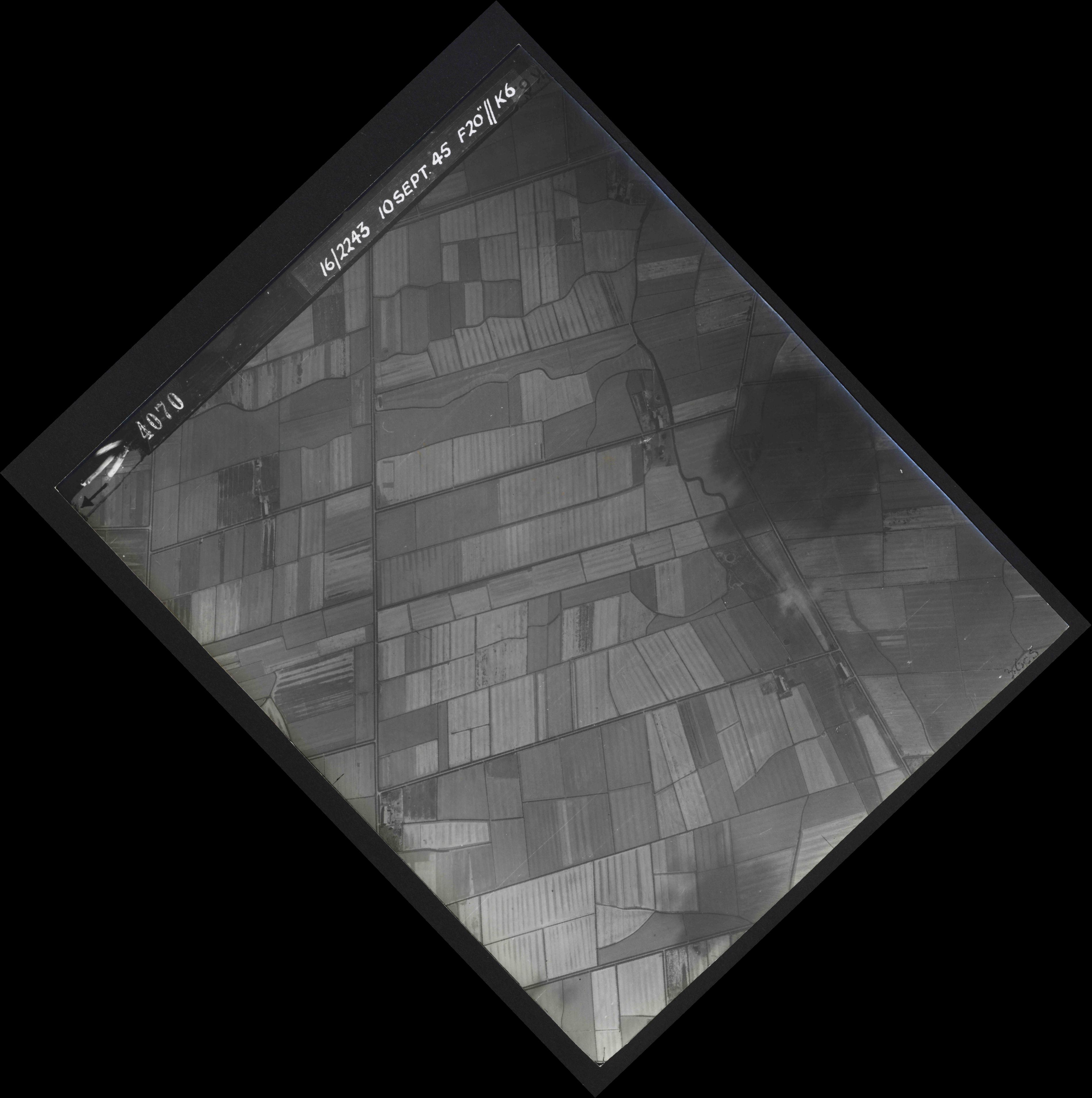 Collection RAF aerial photos 1940-1945 - flight 037, run 13, photo 4070