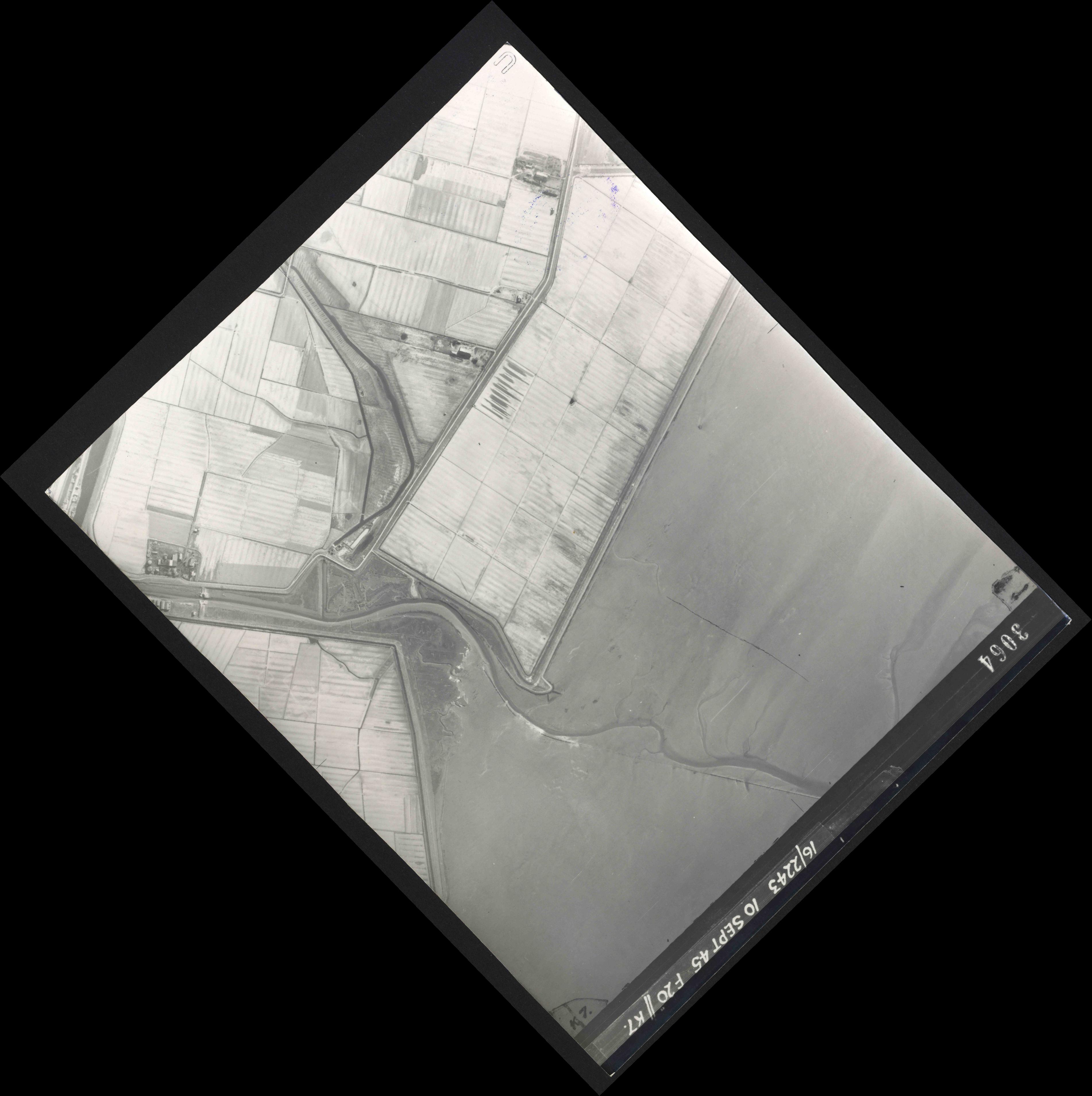 Collection RAF aerial photos 1940-1945 - flight 037, run 14, photo 3064
