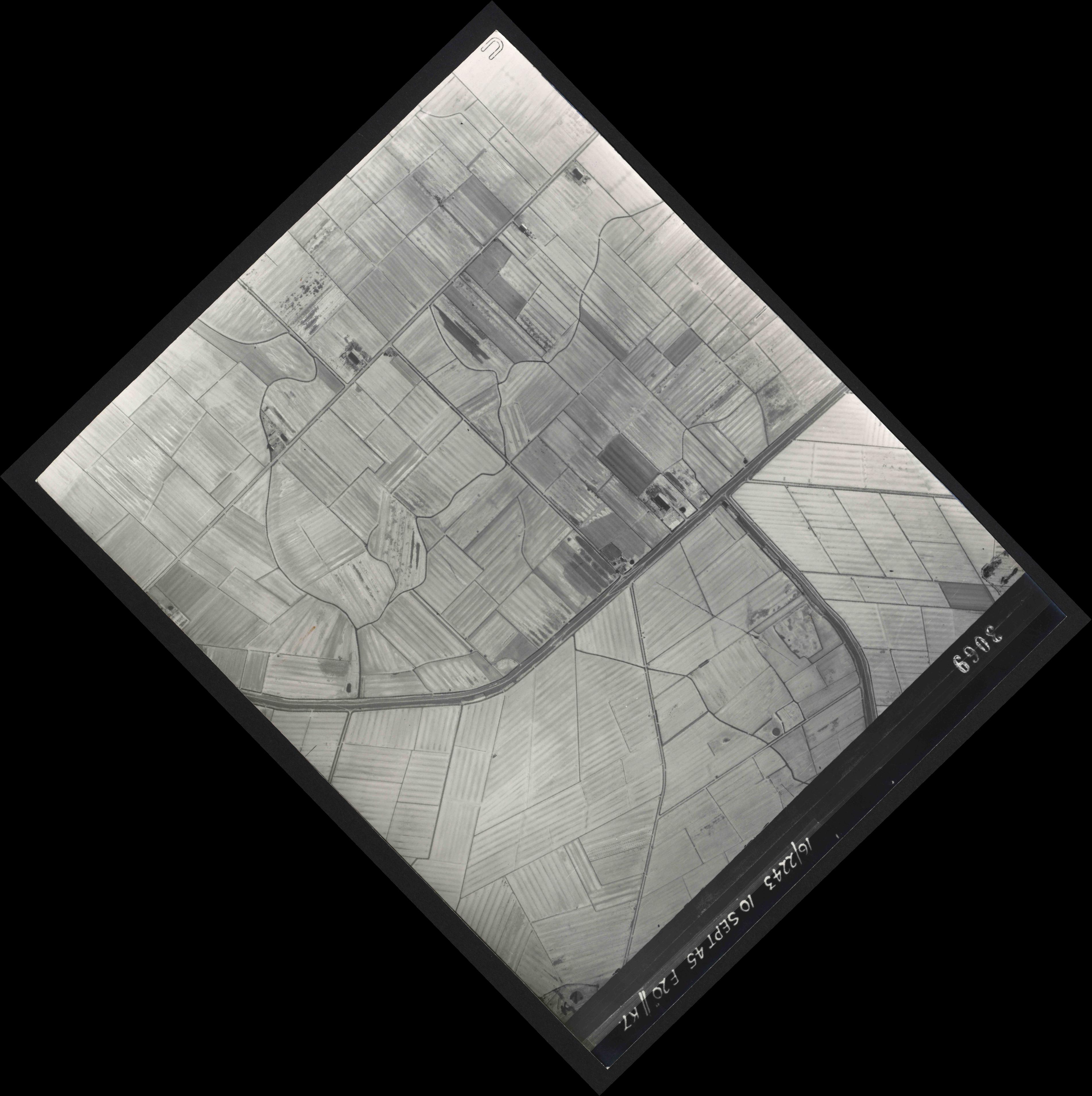 Collection RAF aerial photos 1940-1945 - flight 037, run 14, photo 3069