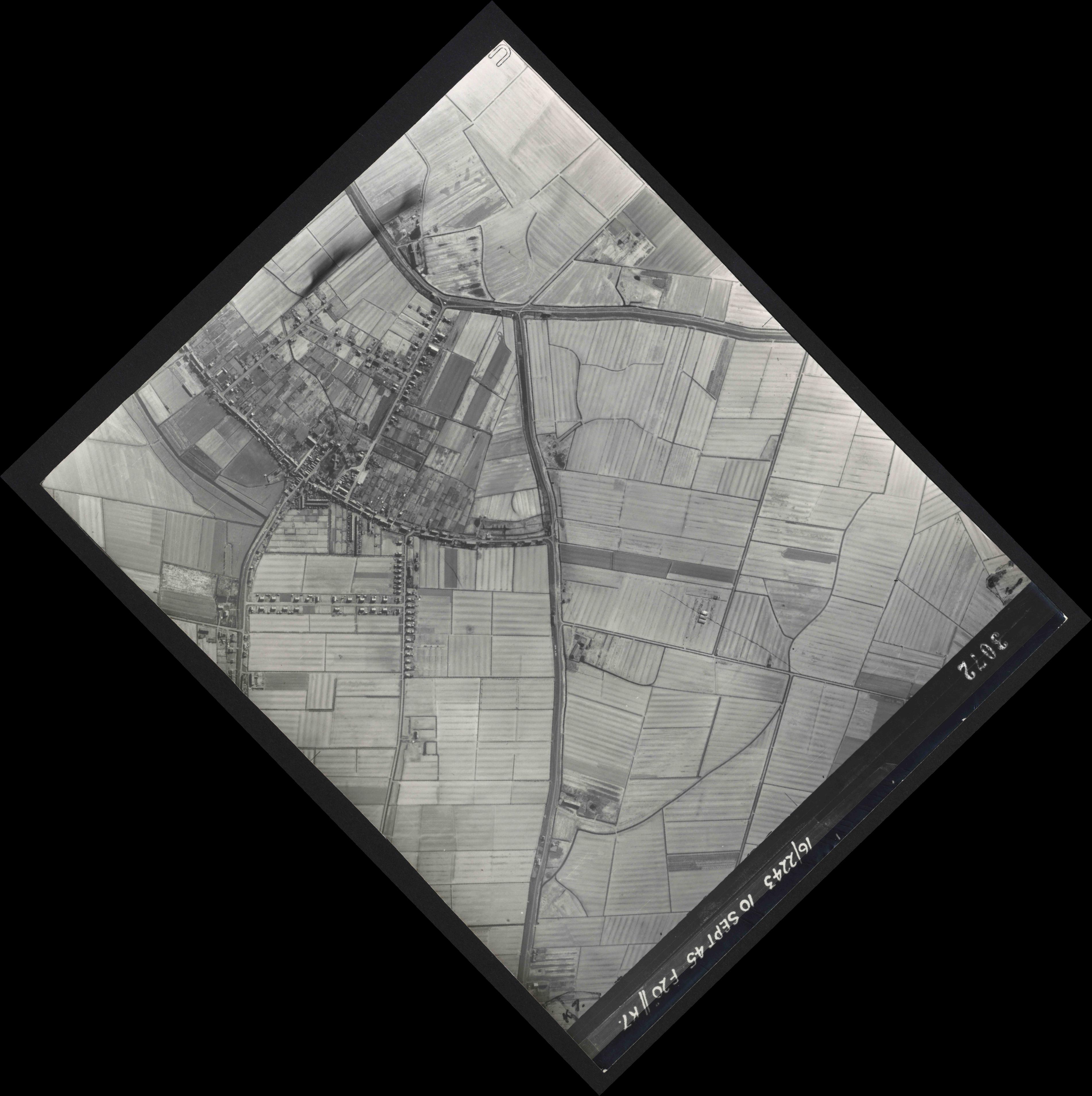 Collection RAF aerial photos 1940-1945 - flight 037, run 14, photo 3072