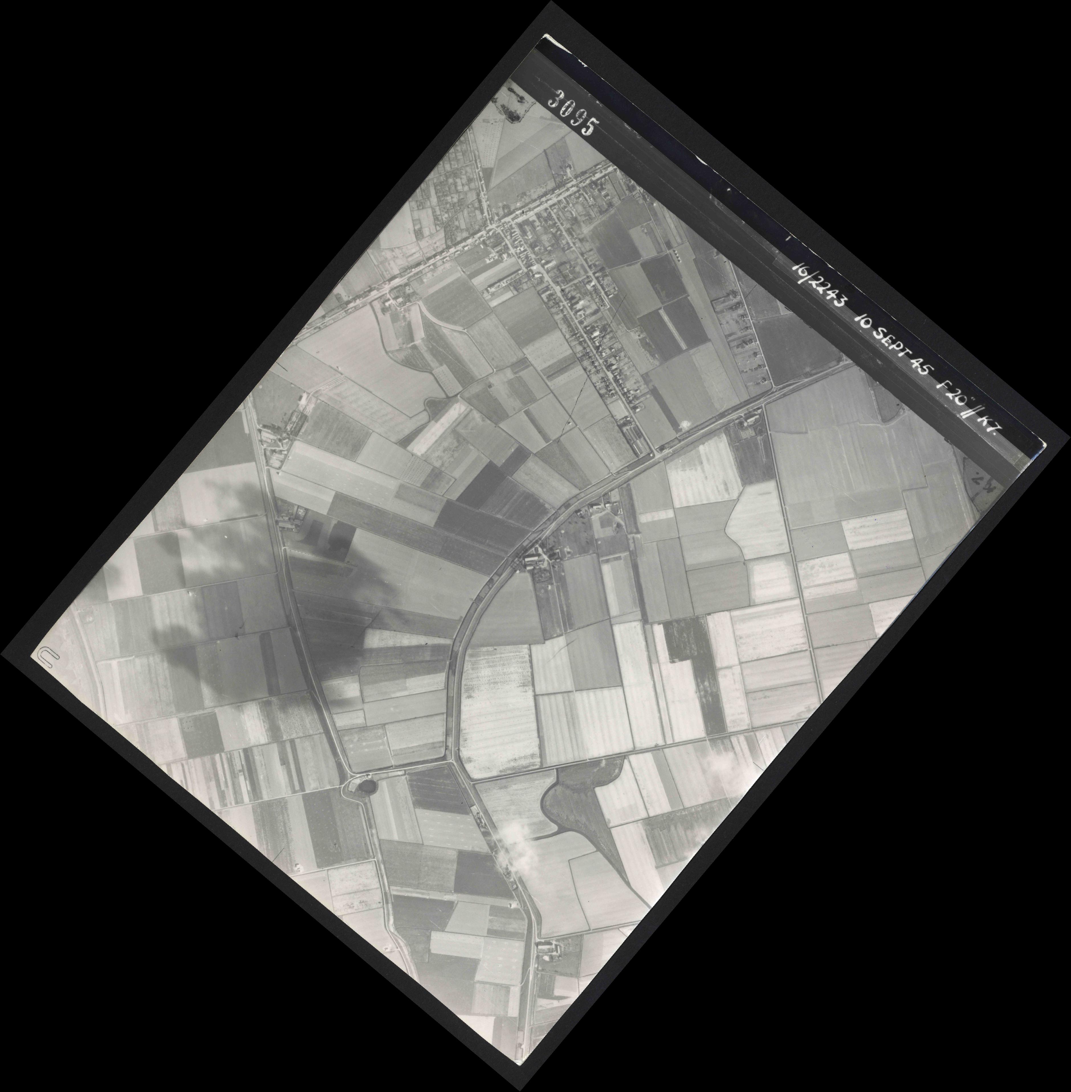 Collection RAF aerial photos 1940-1945 - flight 037, run 15, photo 3095