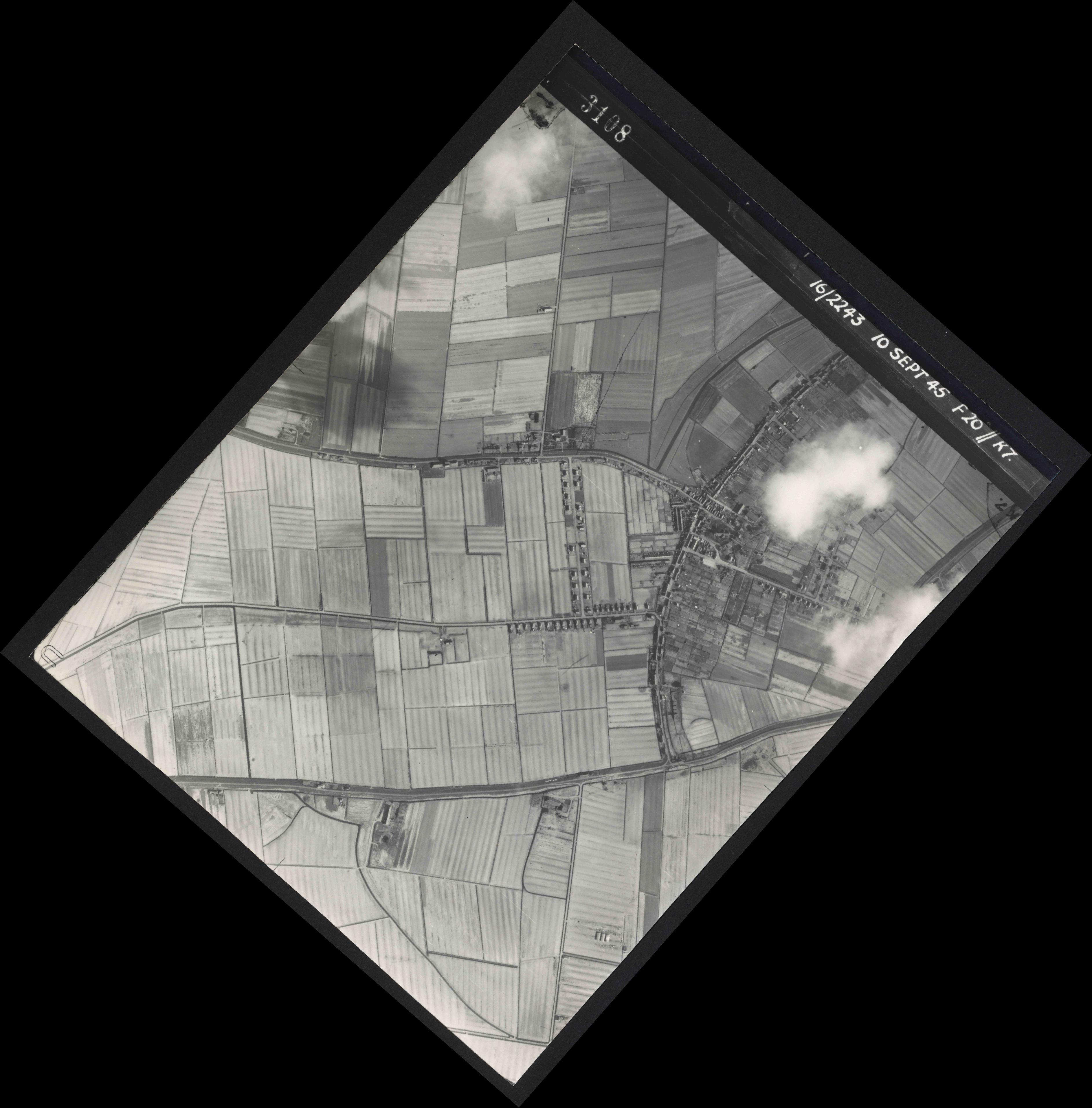 Collection RAF aerial photos 1940-1945 - flight 037, run 17, photo 3108