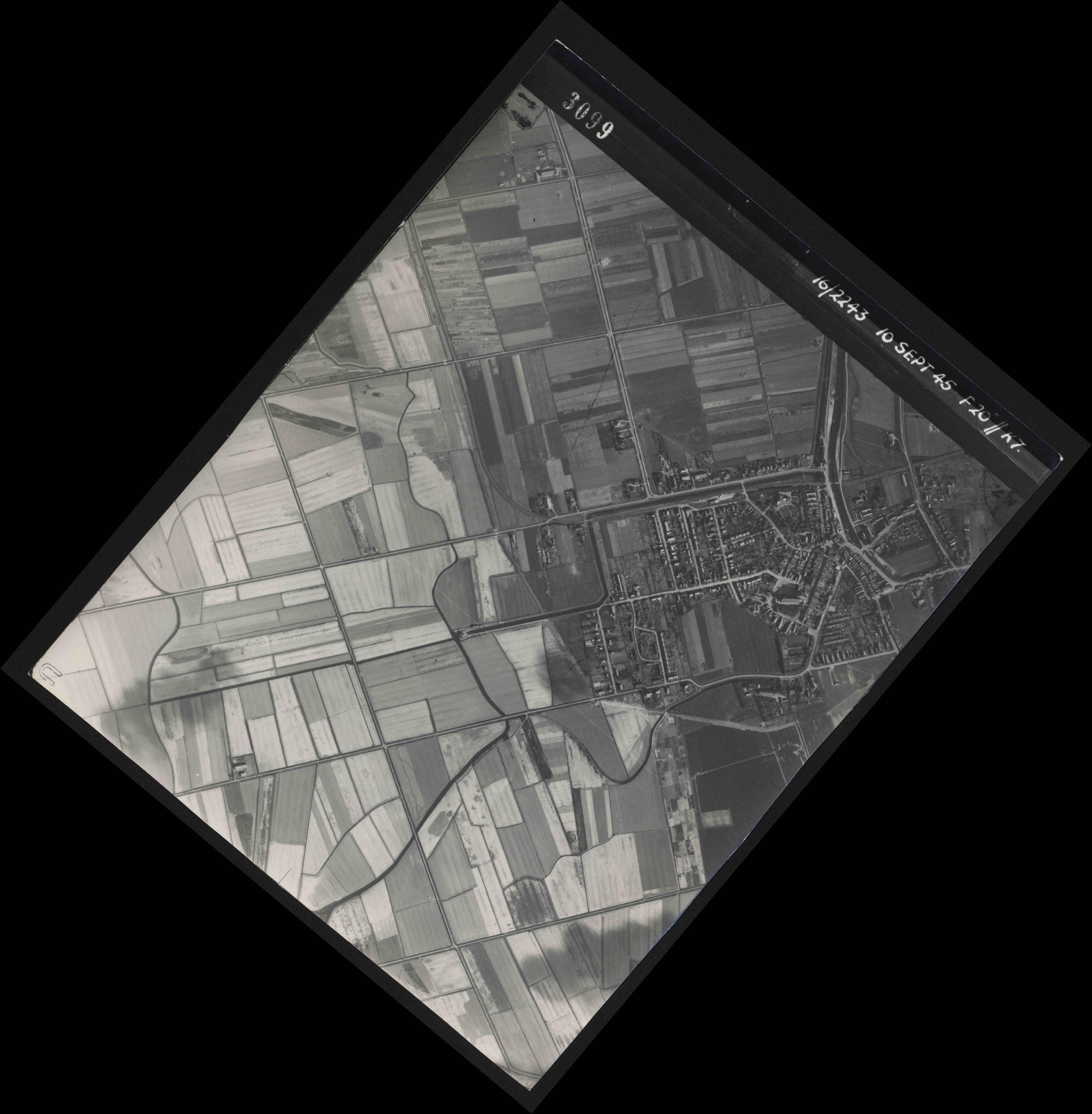 Collection RAF aerial photos 1940-1945 - flight 037, run 18, photo 3099