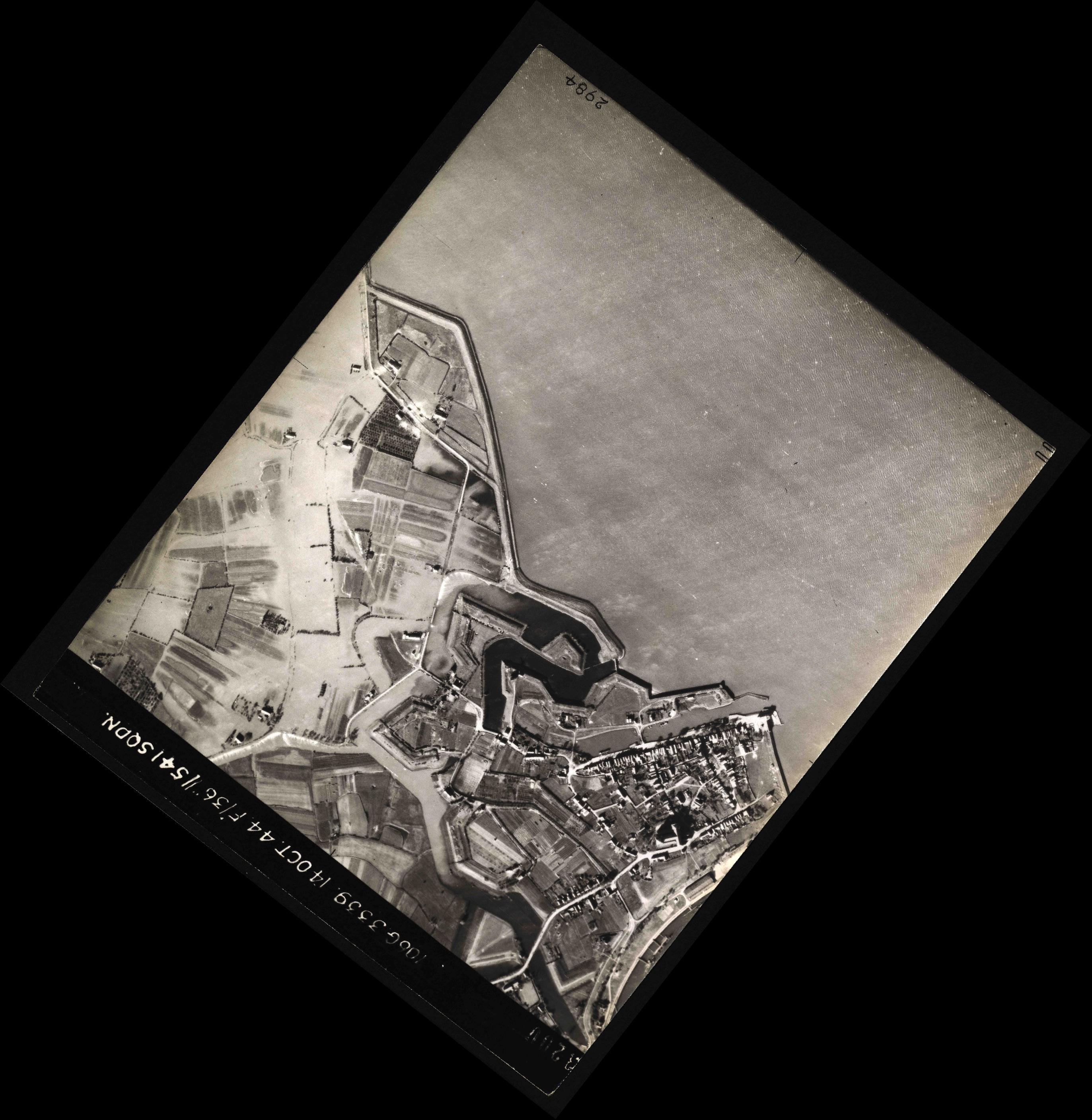 Collection RAF aerial photos 1940-1945 - flight 042, run 01, photo 3200