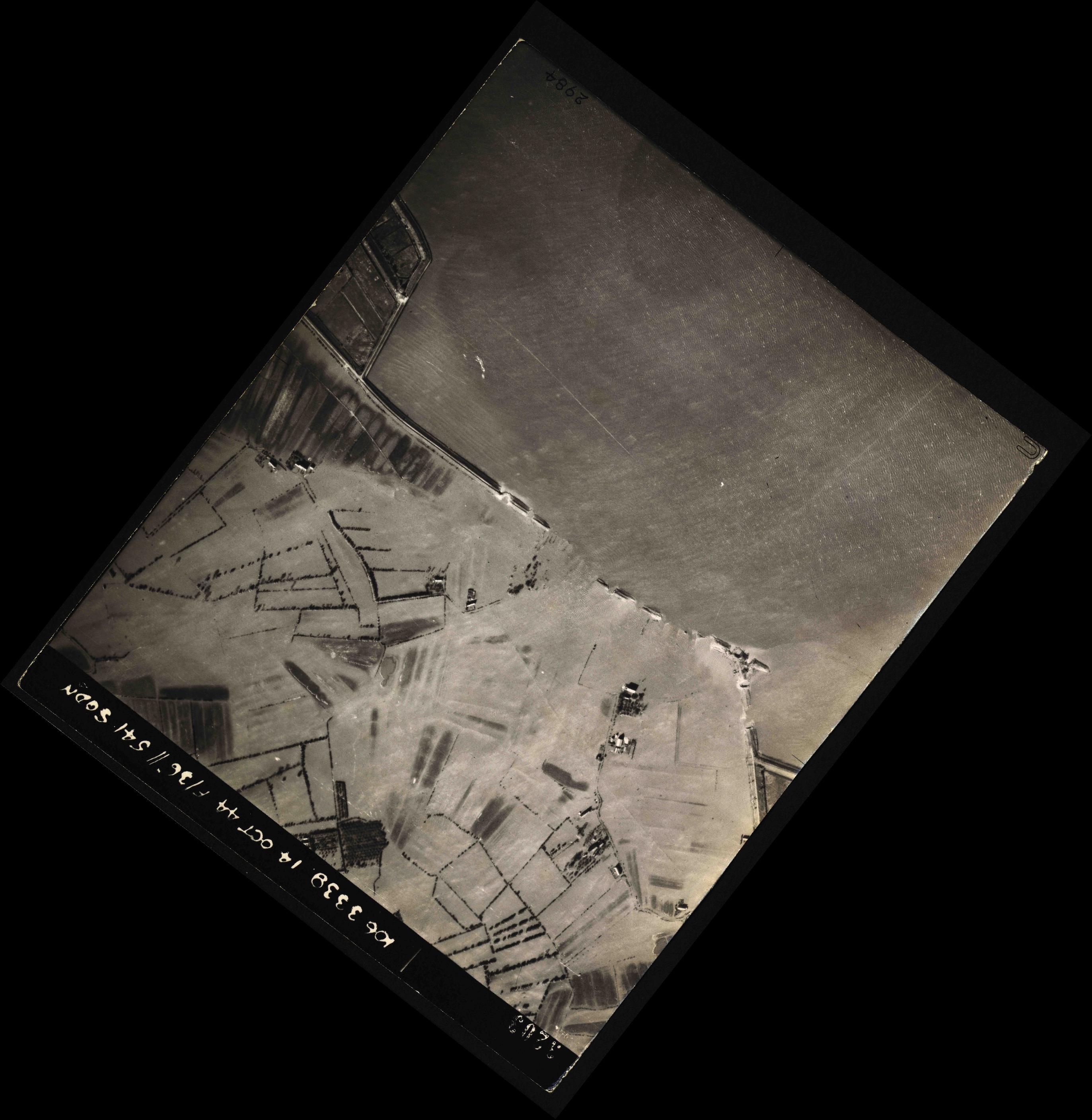Collection RAF aerial photos 1940-1945 - flight 042, run 01, photo 3203