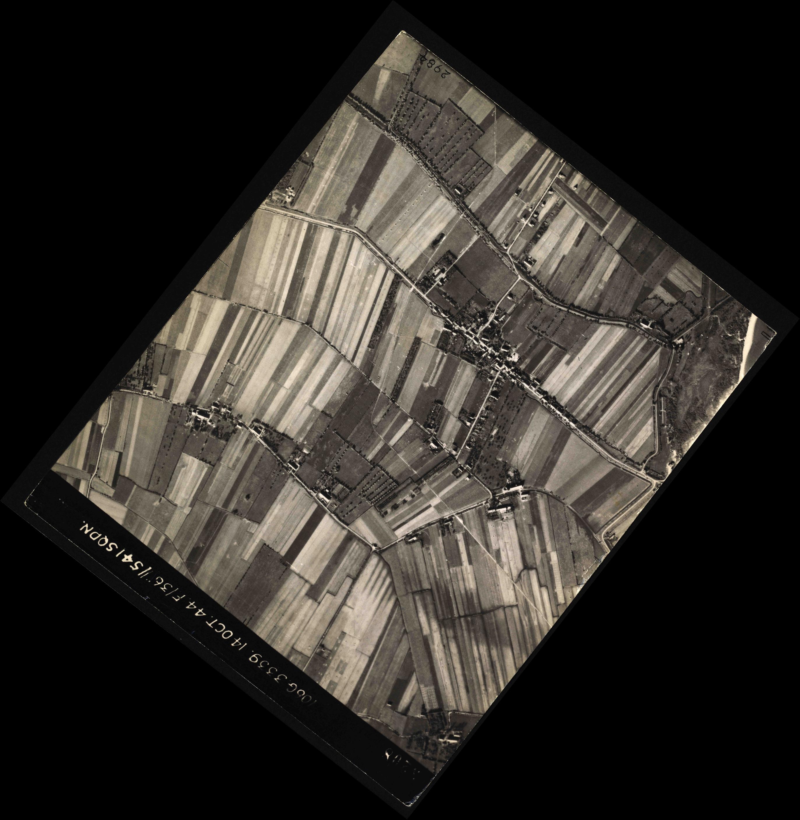 Collection RAF aerial photos 1940-1945 - flight 042, run 01, photo 3208