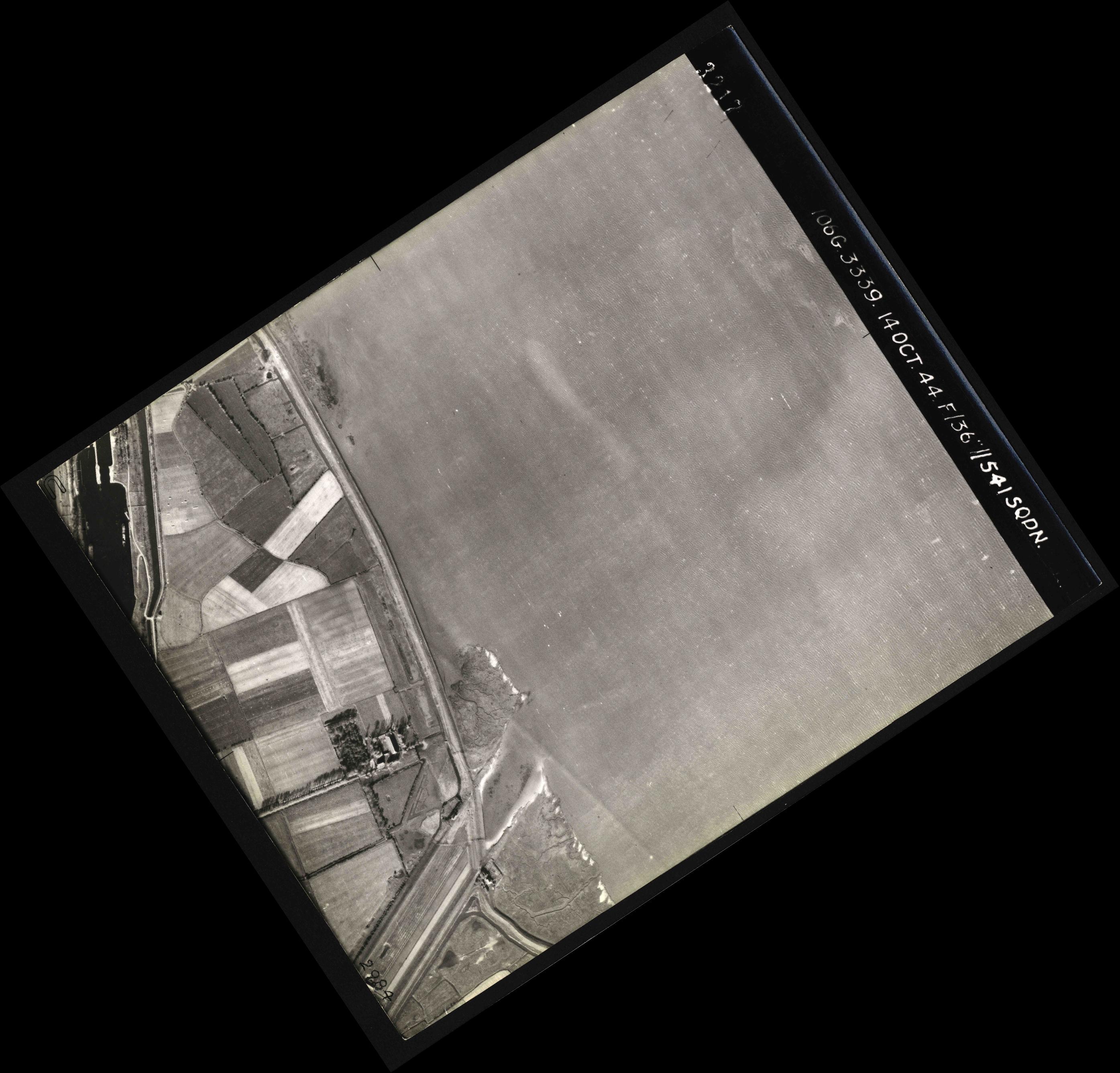 Collection RAF aerial photos 1940-1945 - flight 042, run 02, photo 3217