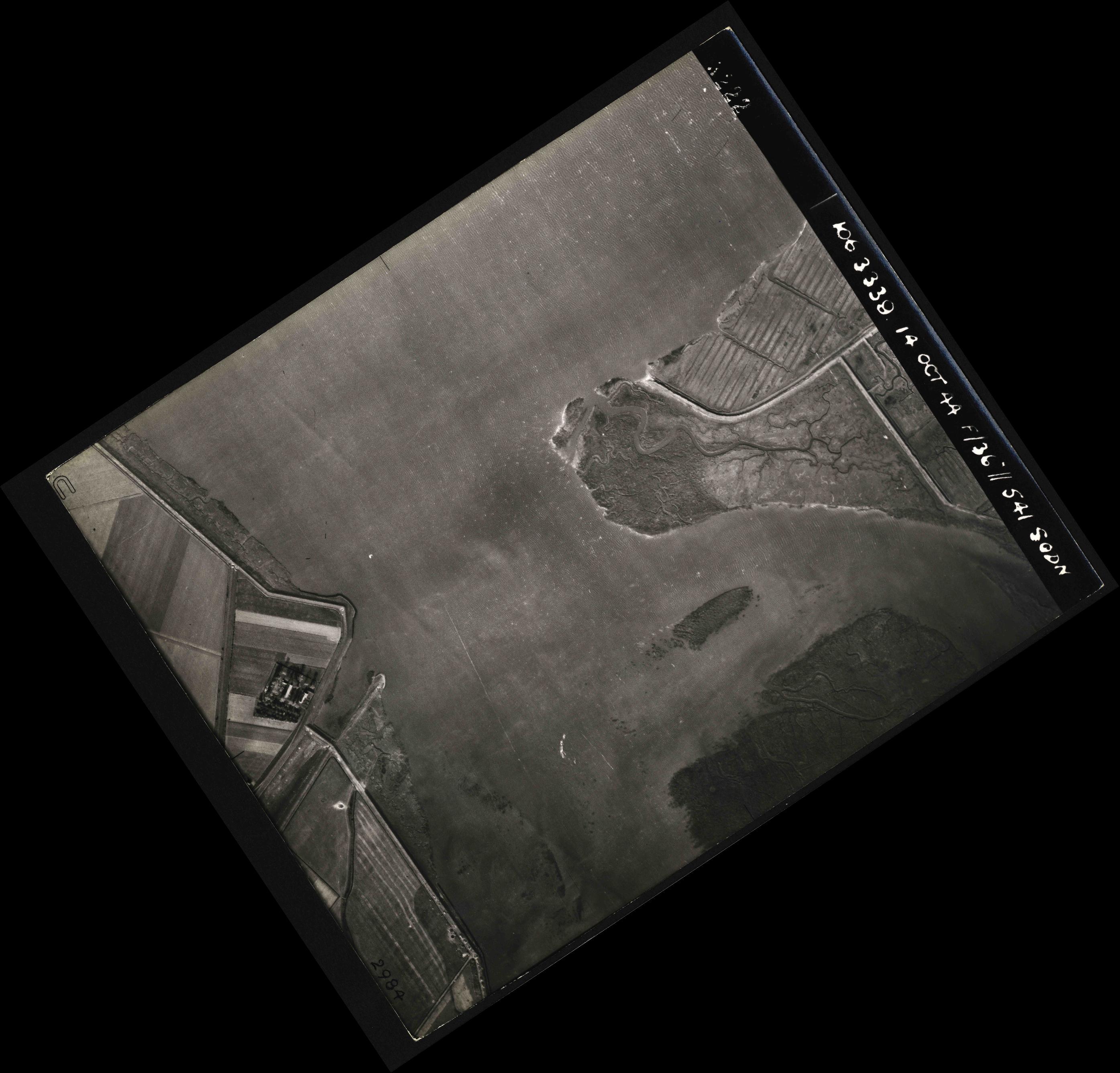 Collection RAF aerial photos 1940-1945 - flight 042, run 02, photo 3222