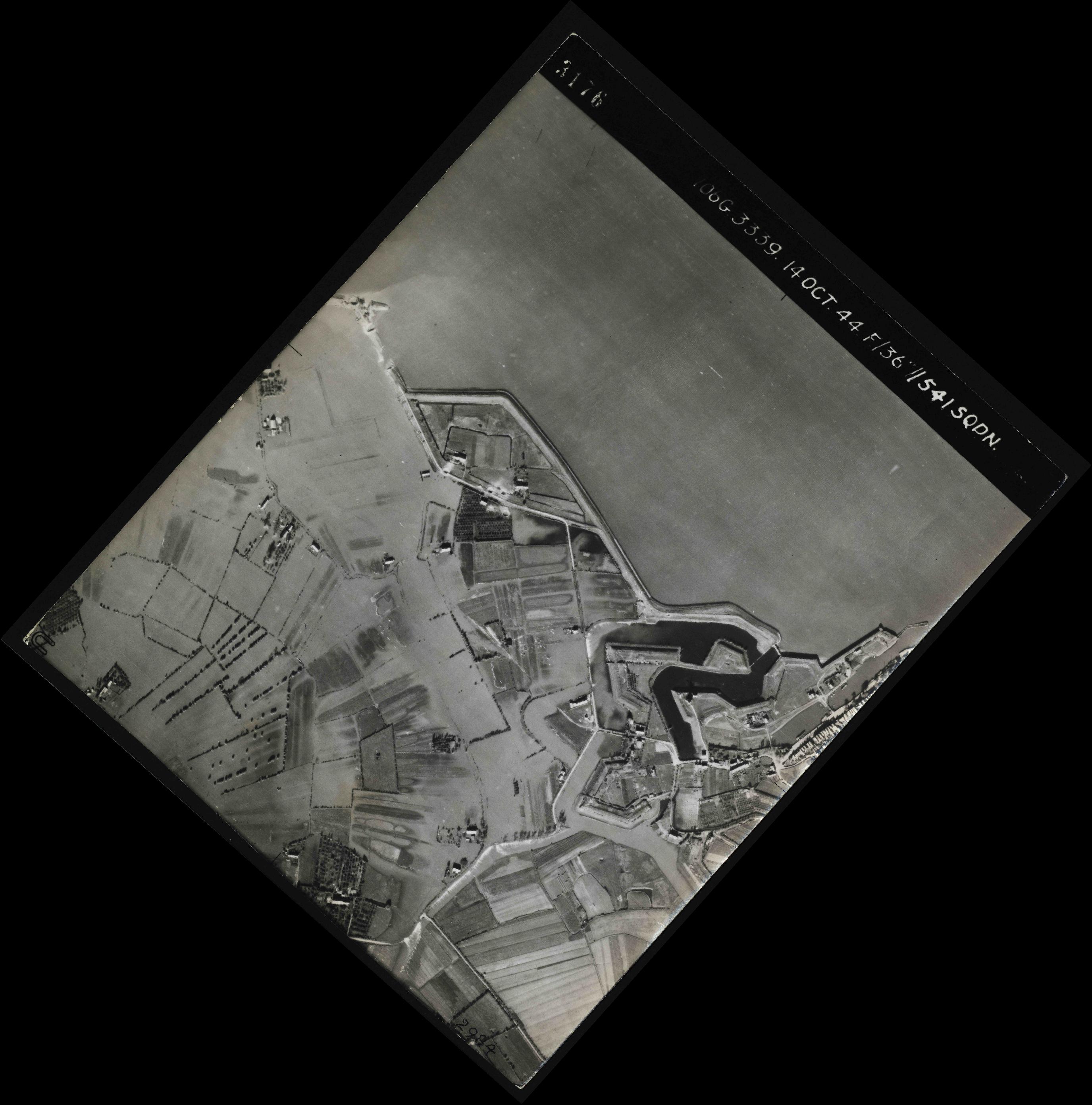 Collection RAF aerial photos 1940-1945 - flight 042, run 03, photo 3176