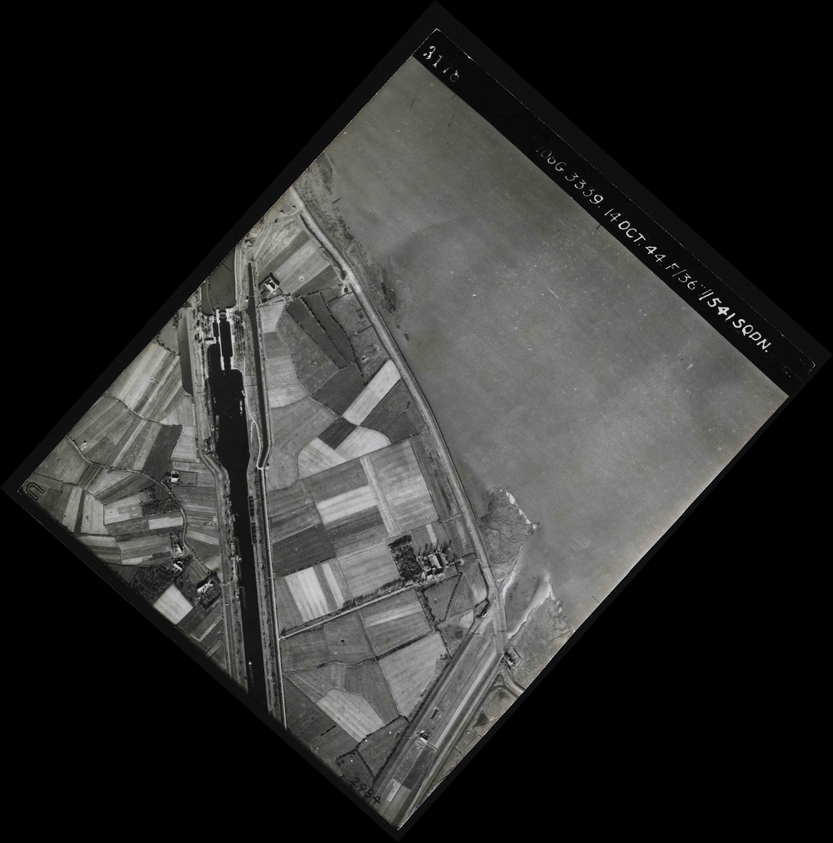 Collection RAF aerial photos 1940-1945 - flight 042, run 03, photo 3178