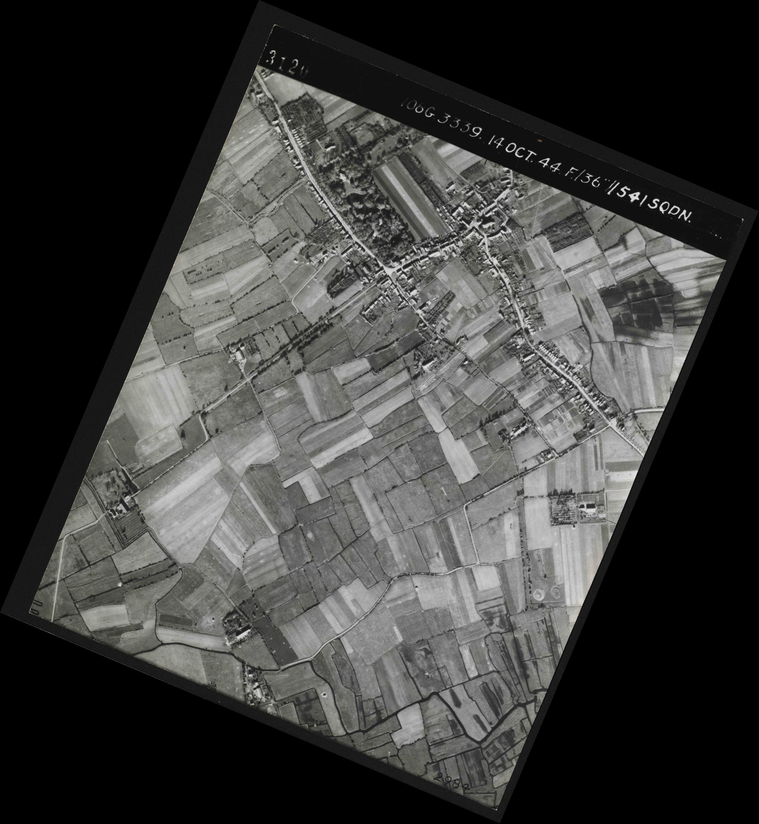 Collection RAF aerial photos 1940-1945 - flight 042, run 04, photo 3120