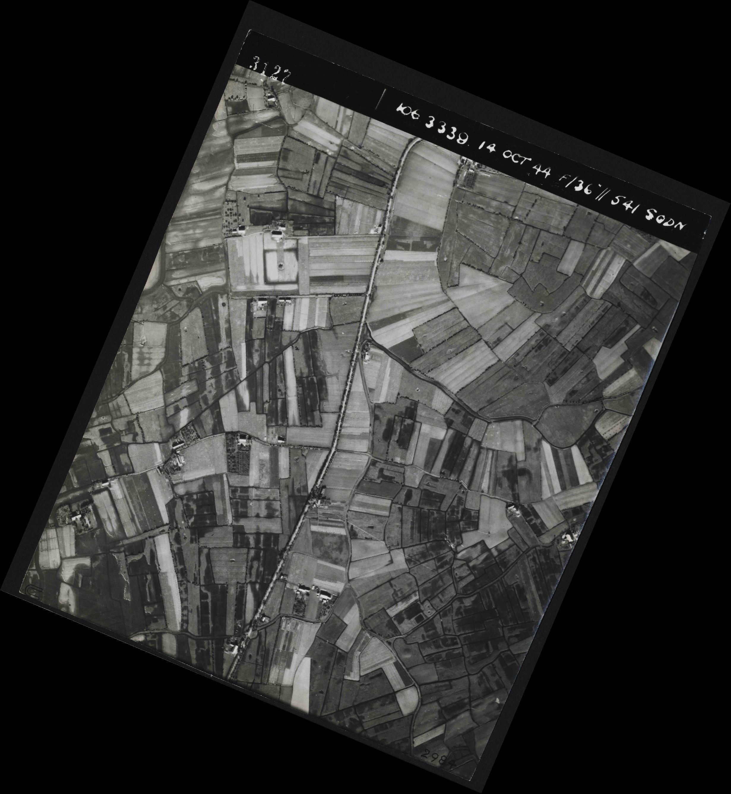 Collection RAF aerial photos 1940-1945 - flight 042, run 04, photo 3127