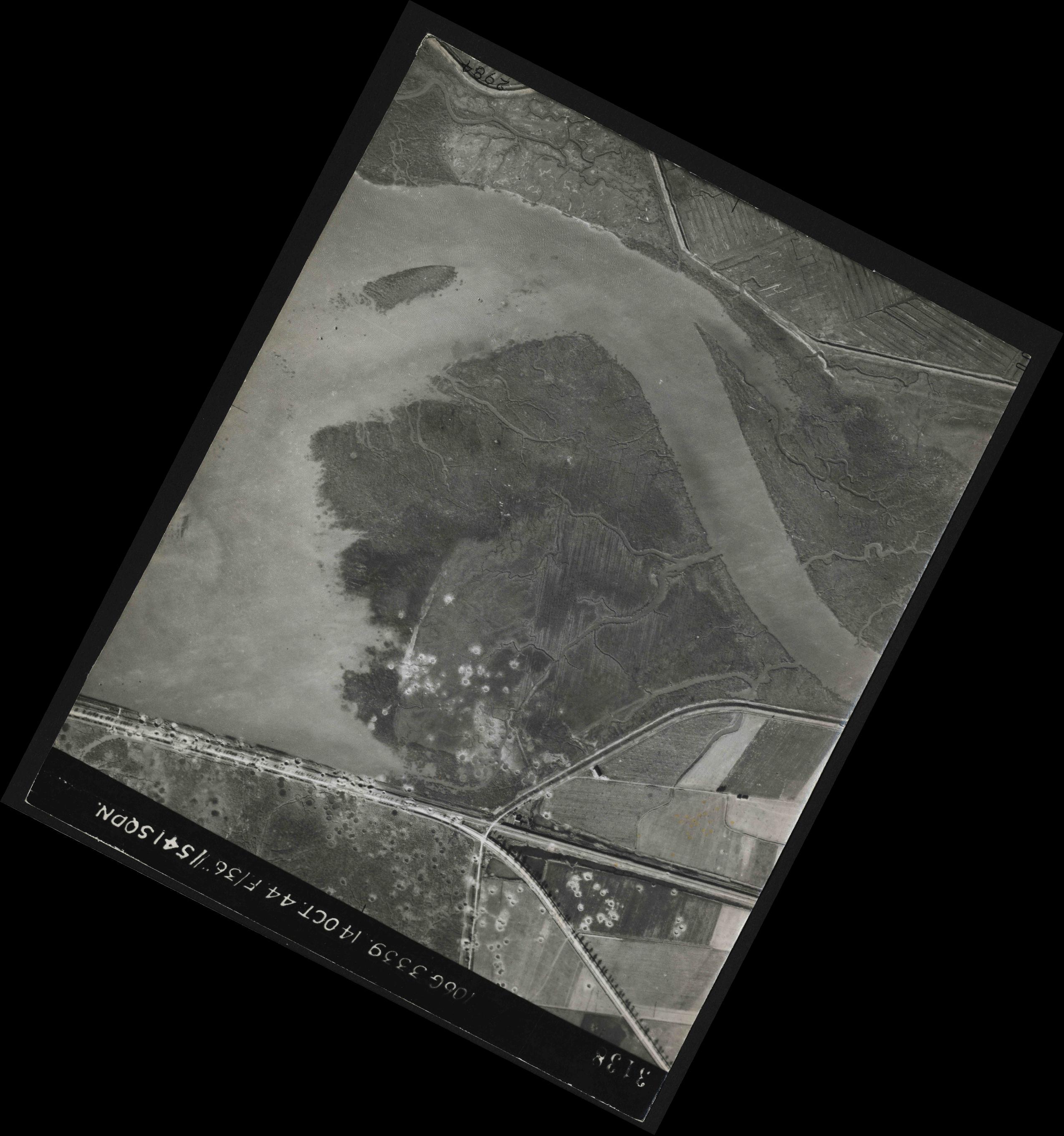 Collection RAF aerial photos 1940-1945 - flight 042, run 06, photo 3138