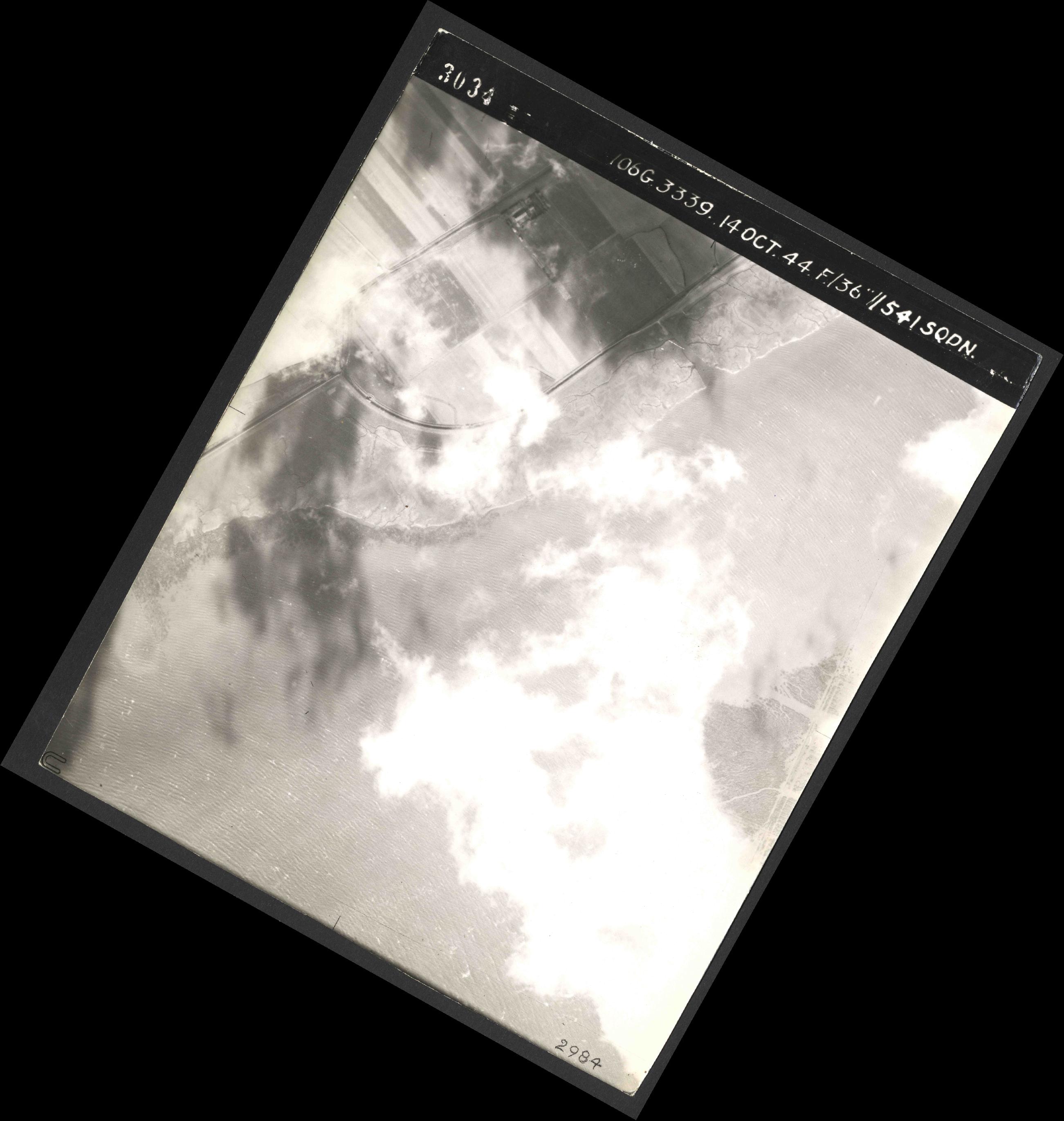 Collection RAF aerial photos 1940-1945 - flight 042, run 09, photo 3034