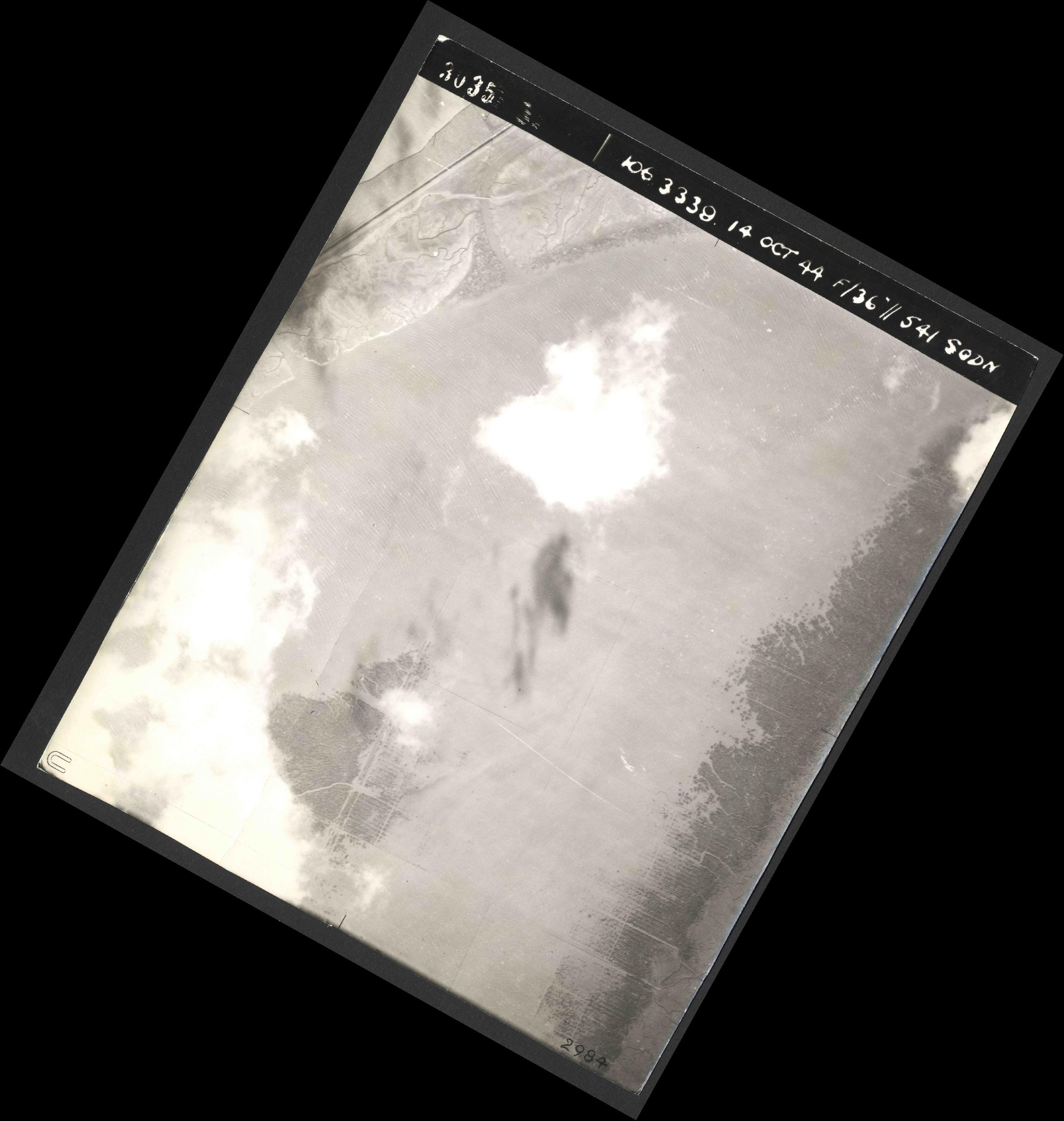 Collection RAF aerial photos 1940-1945 - flight 042, run 09, photo 3035