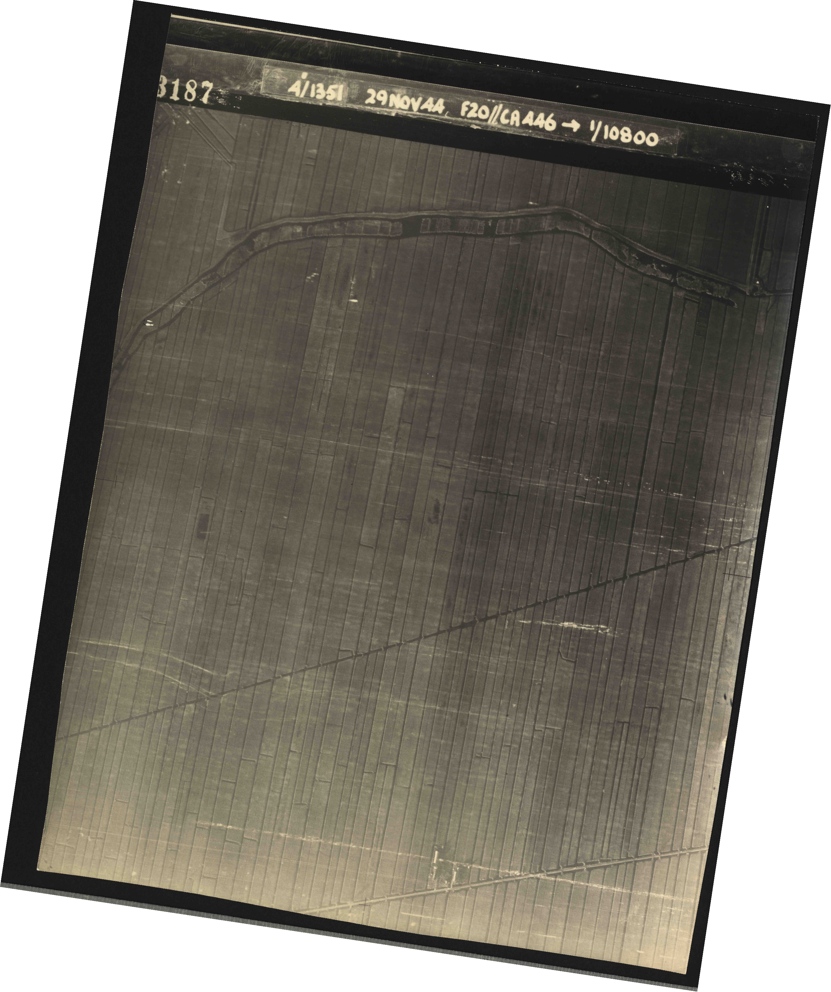 Collection RAF aerial photos 1940-1945 - flight 045, run 01, photo 3187