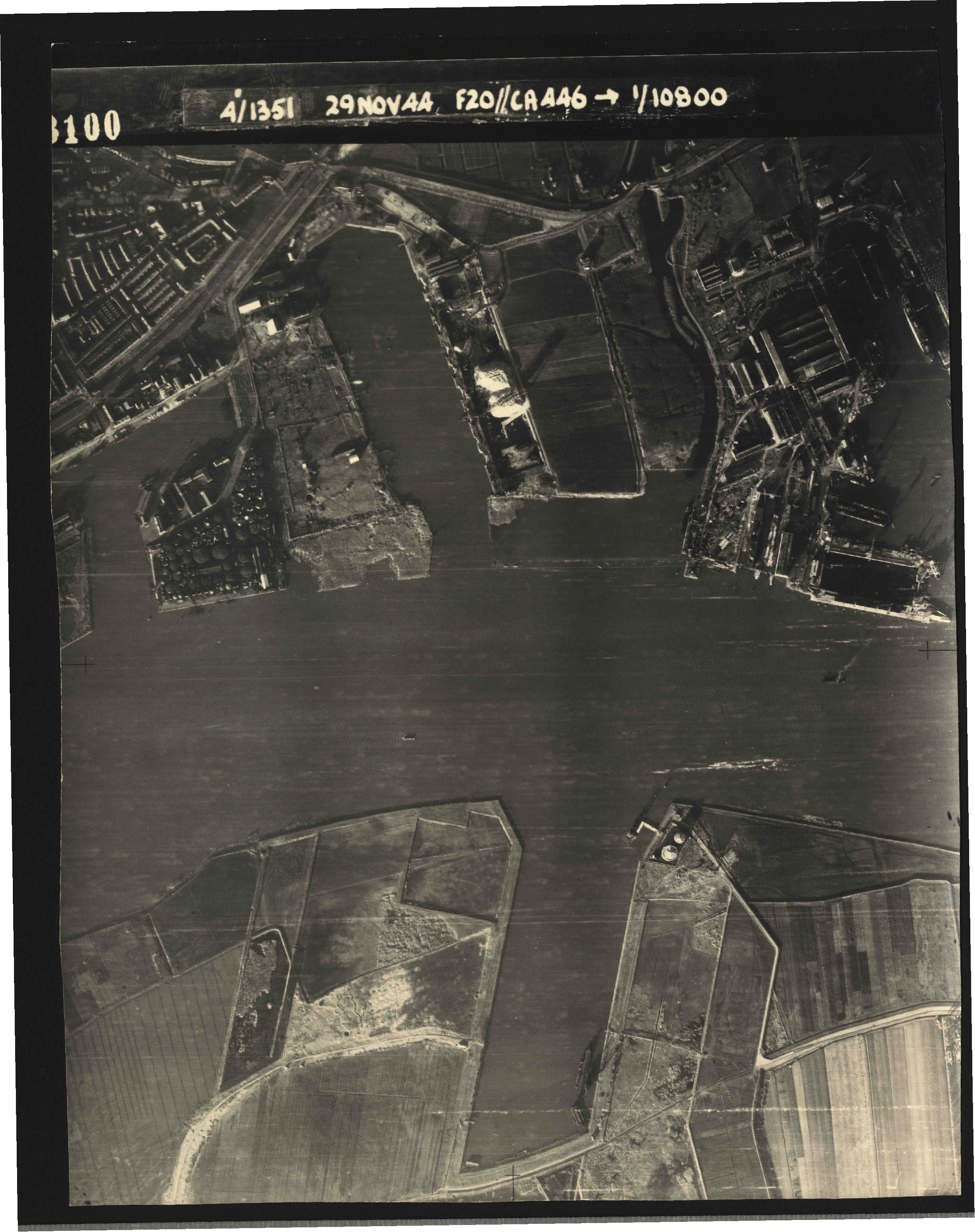 Collection RAF aerial photos 1940-1945 - flight 045, run 02, photo 3100