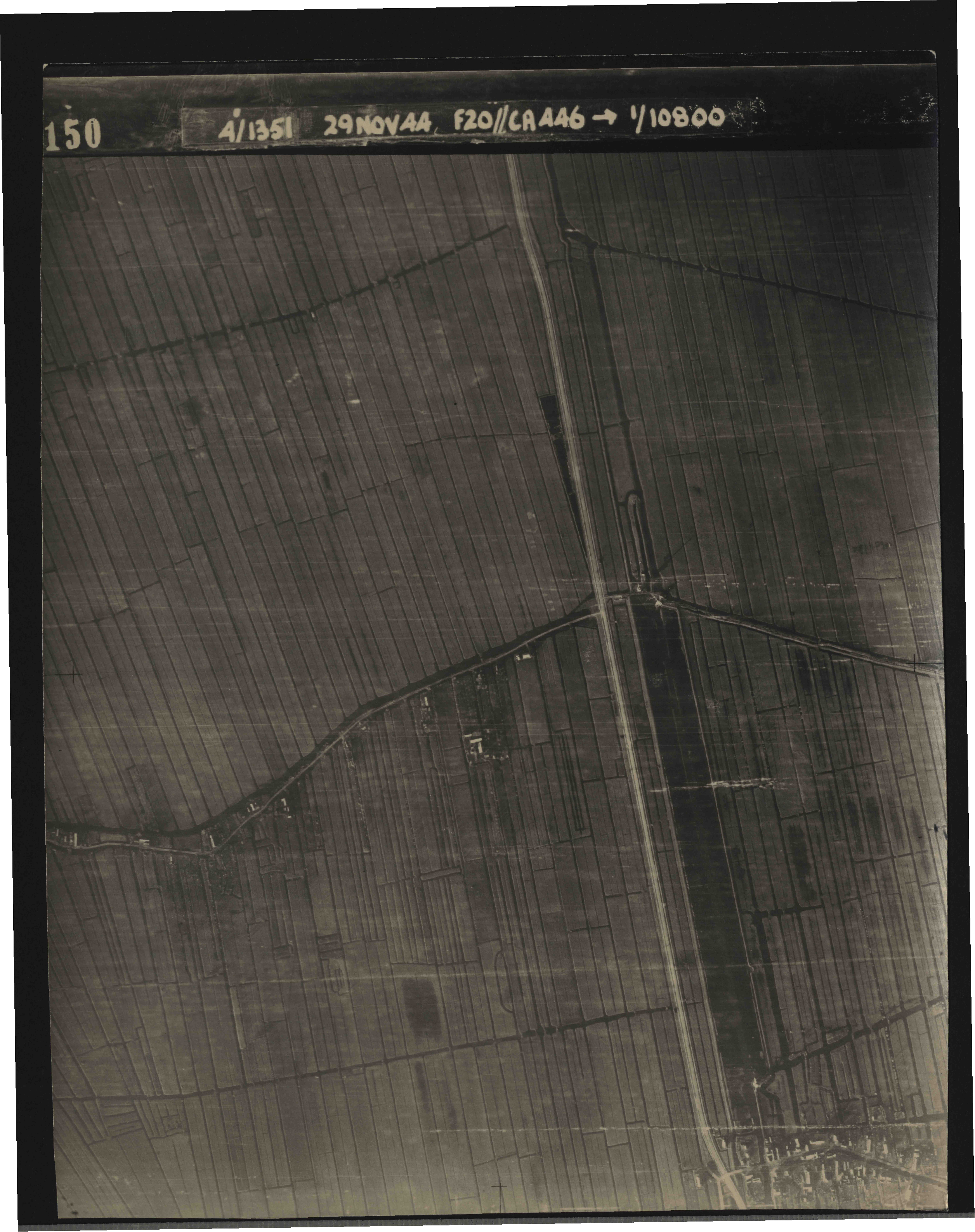 Collection RAF aerial photos 1940-1945 - flight 045, run 02, photo 3150