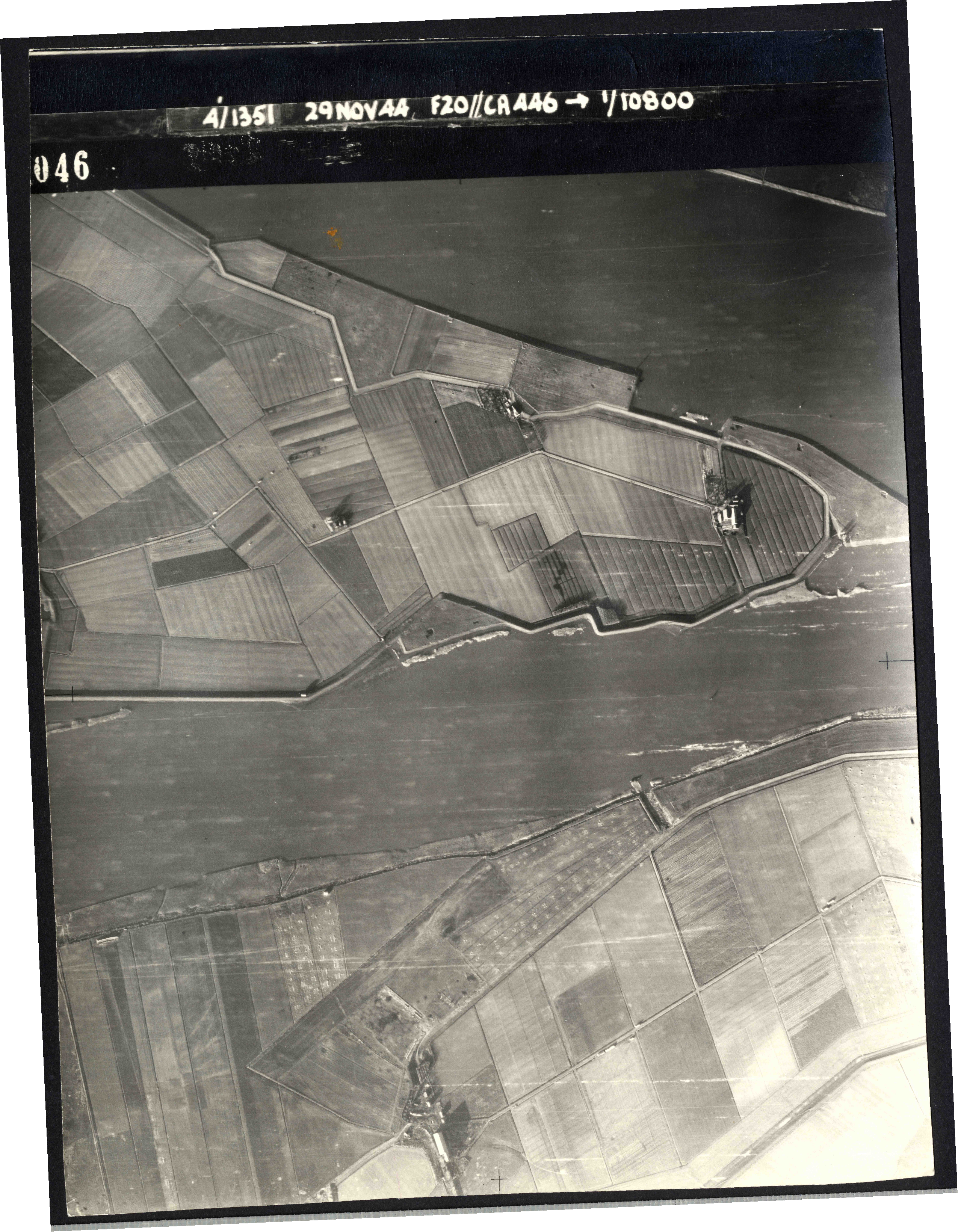 Collection RAF aerial photos 1940-1945 - flight 045, run 03, photo 3046