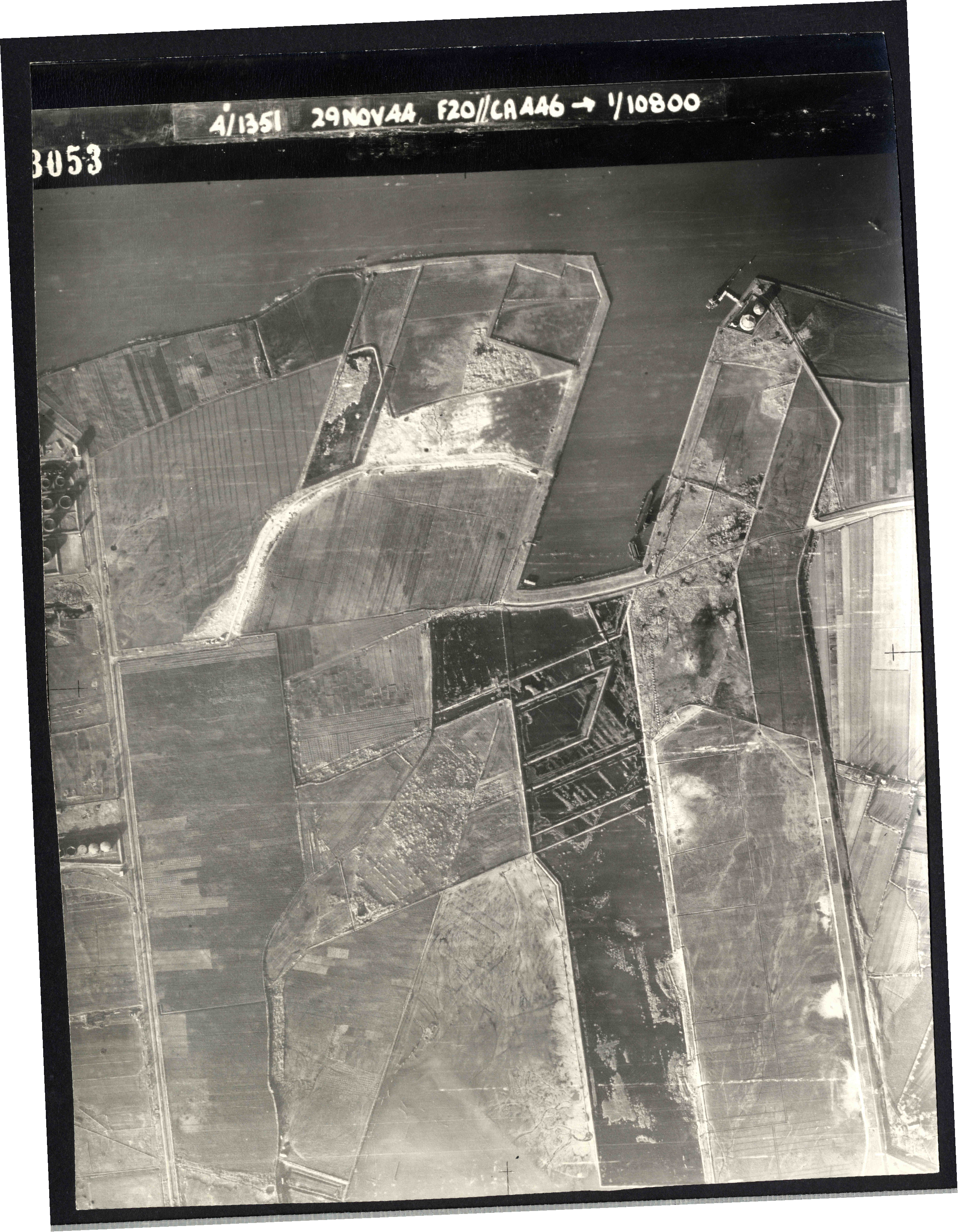 Collection RAF aerial photos 1940-1945 - flight 045, run 03, photo 3053