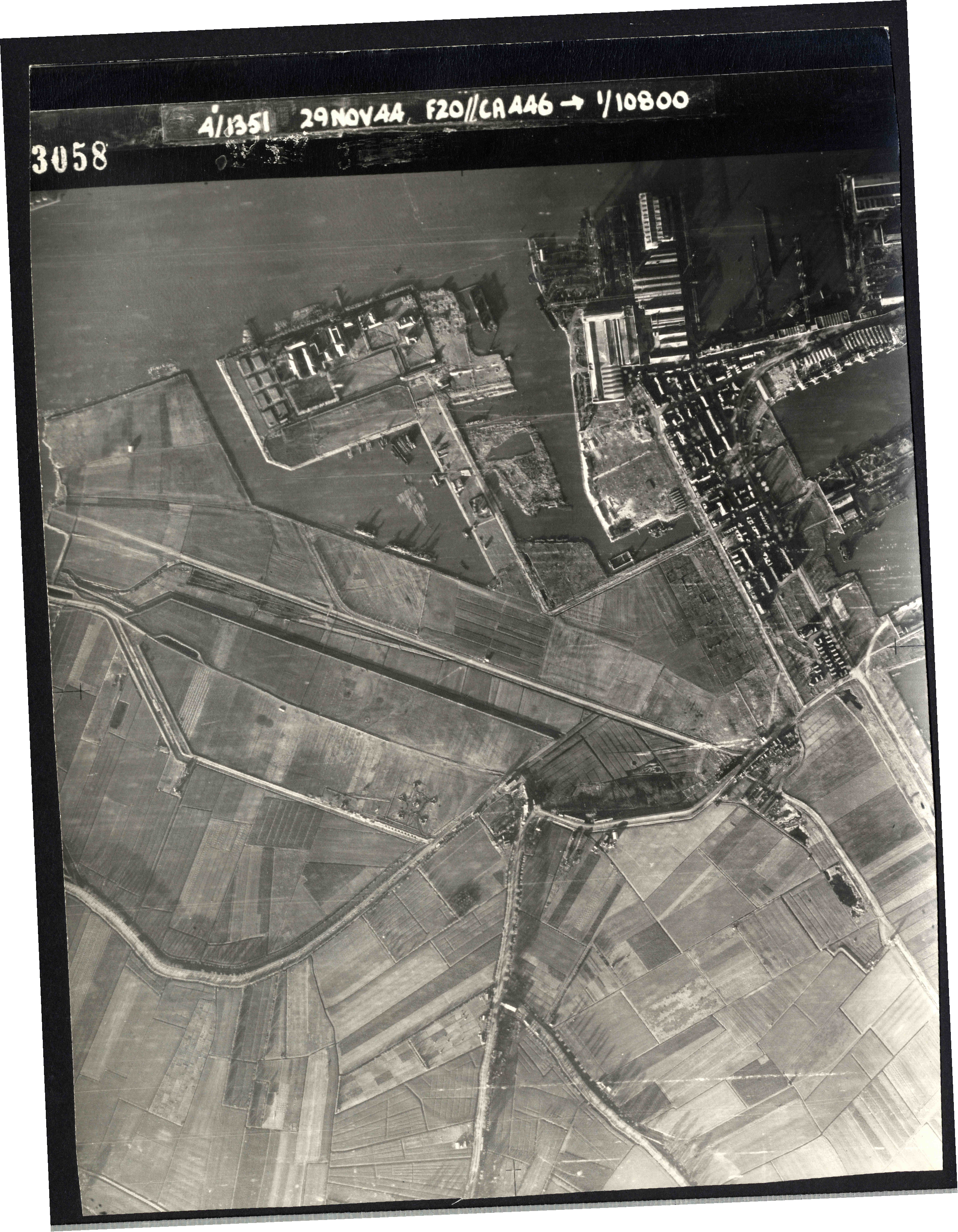 Collection RAF aerial photos 1940-1945 - flight 045, run 03, photo 3058