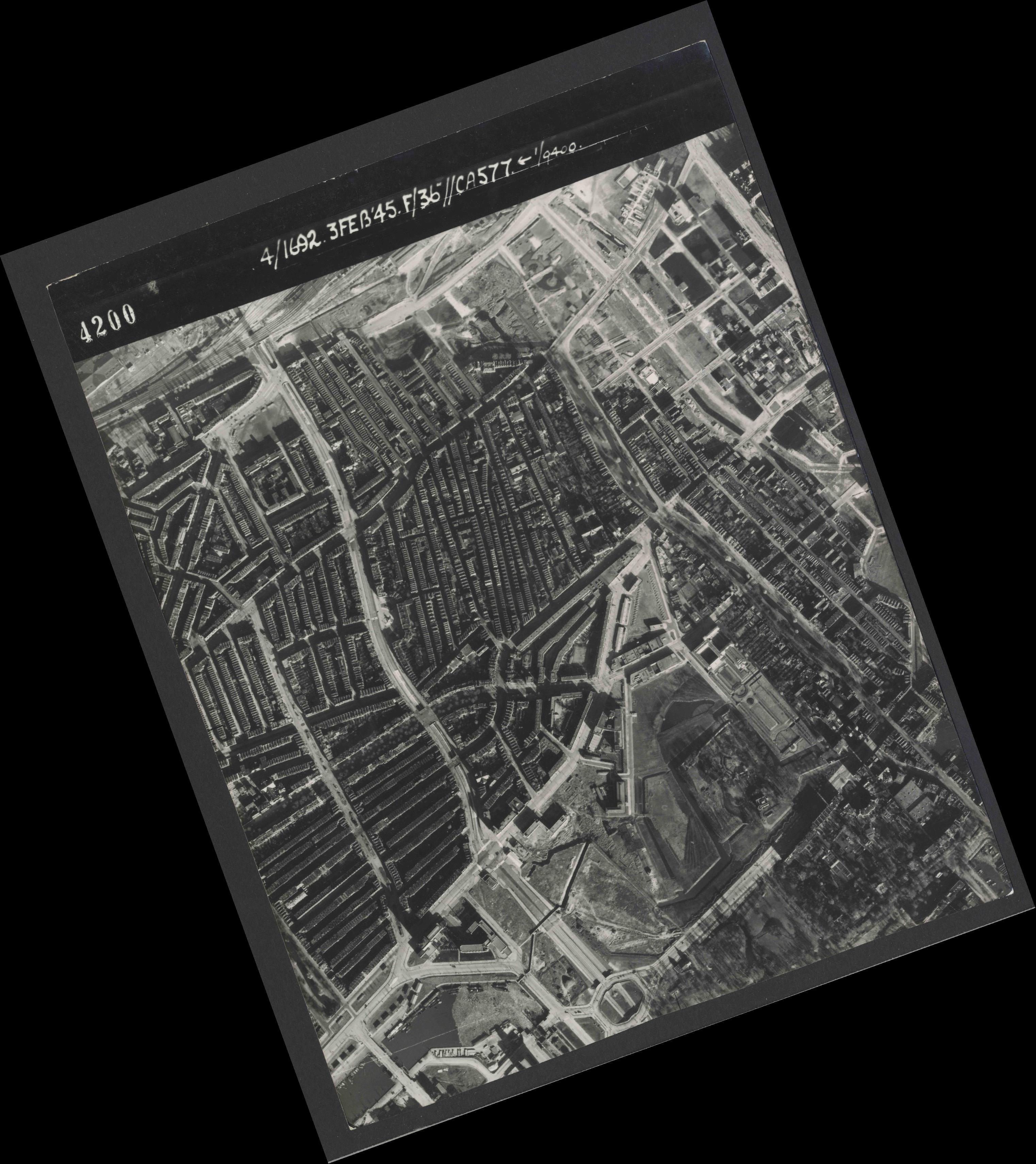 Collection RAF aerial photos 1940-1945 - flight 048, run 01, photo 4200