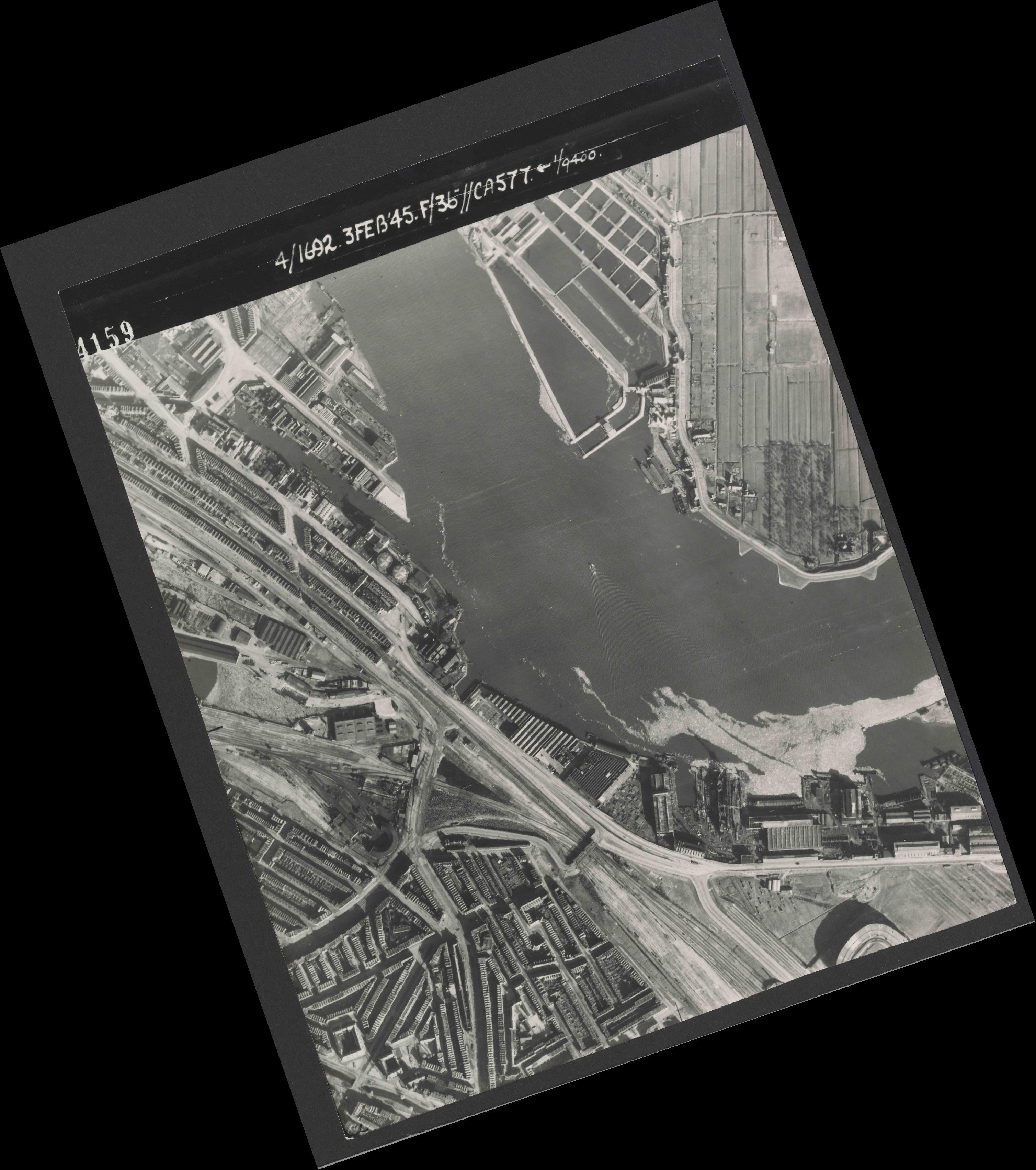 Collection RAF aerial photos 1940-1945 - flight 048, run 02, photo 4159