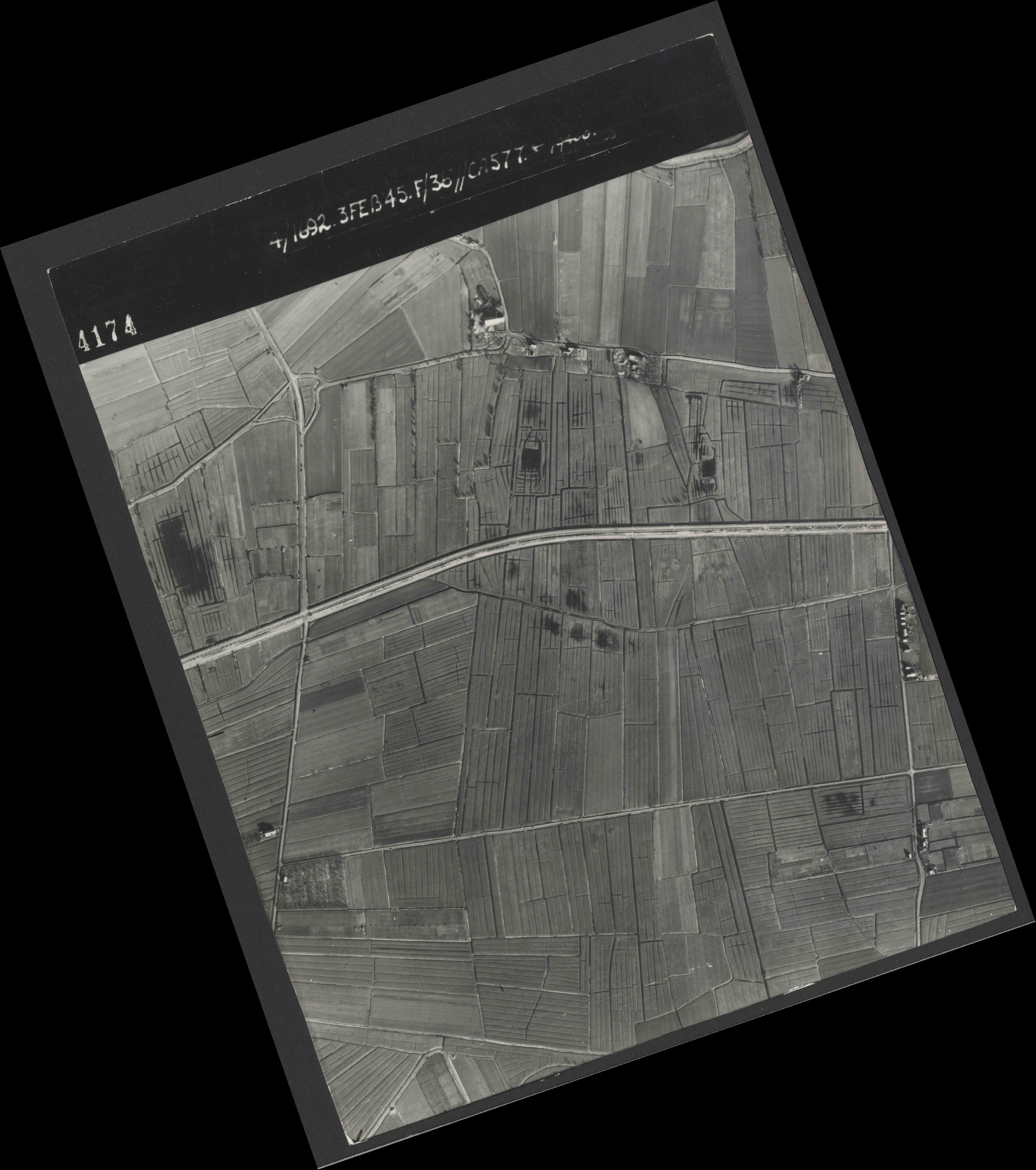 Collection RAF aerial photos 1940-1945 - flight 048, run 02, photo 4174