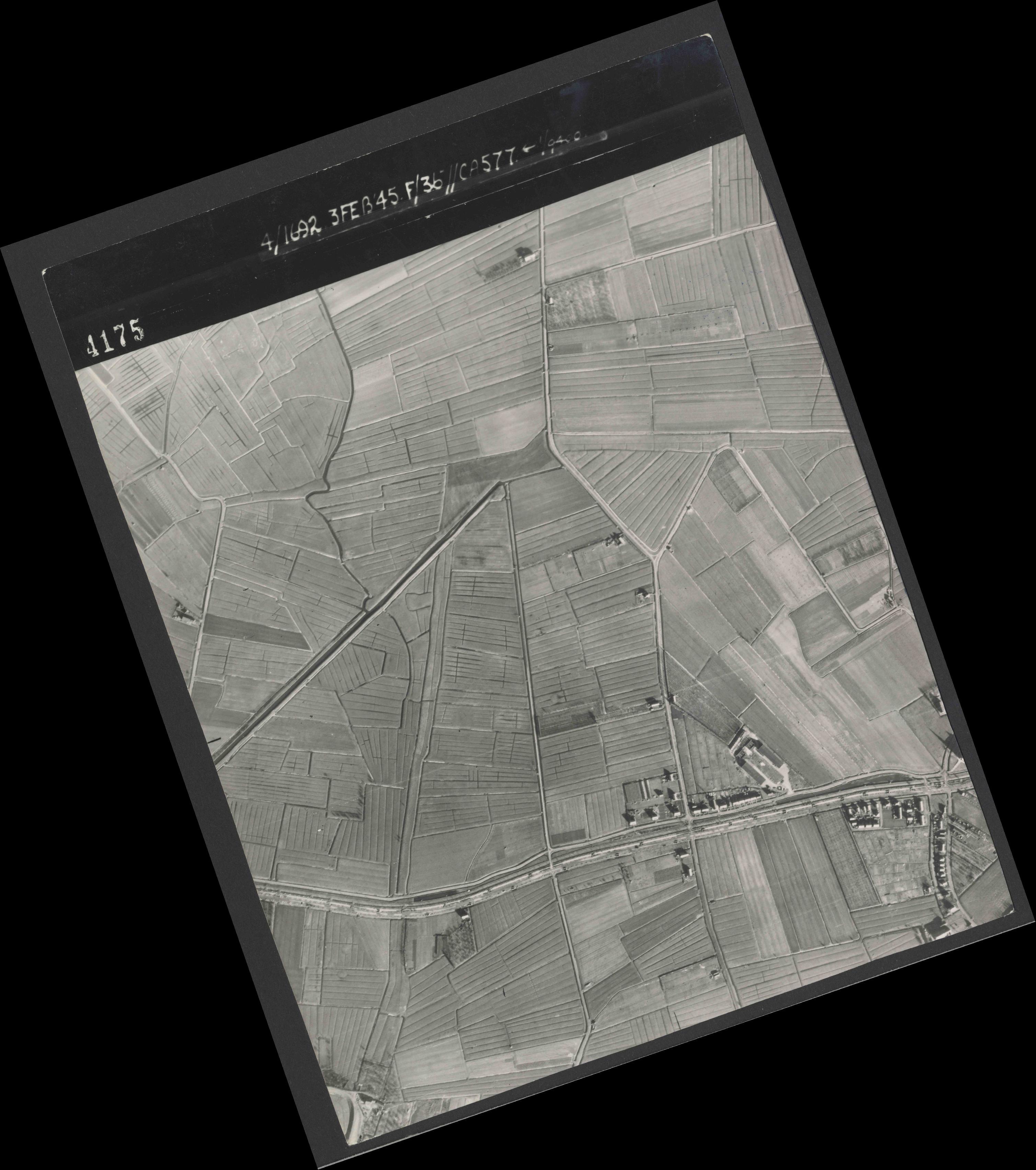Collection RAF aerial photos 1940-1945 - flight 048, run 02, photo 4175