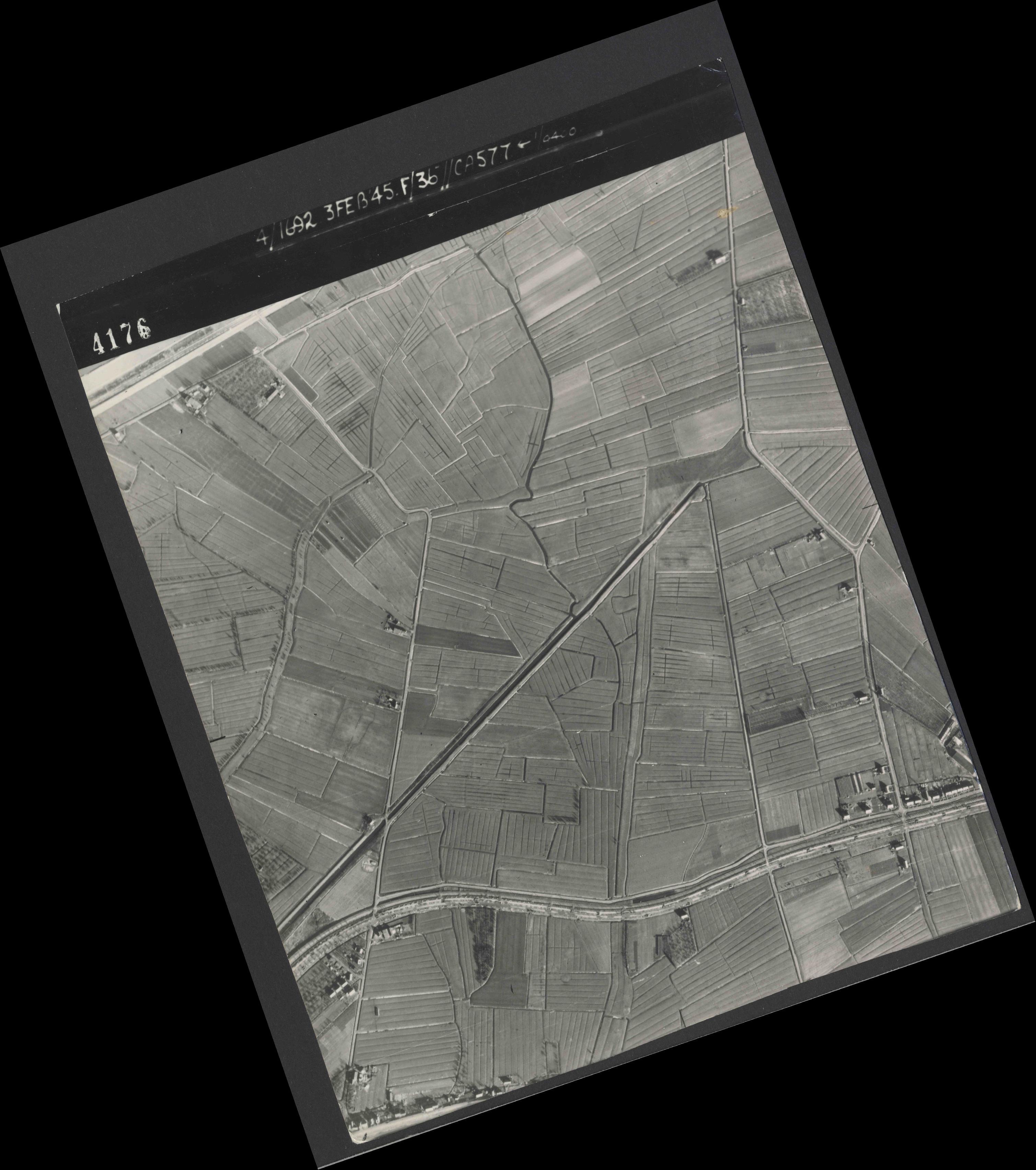 Collection RAF aerial photos 1940-1945 - flight 048, run 02, photo 4176